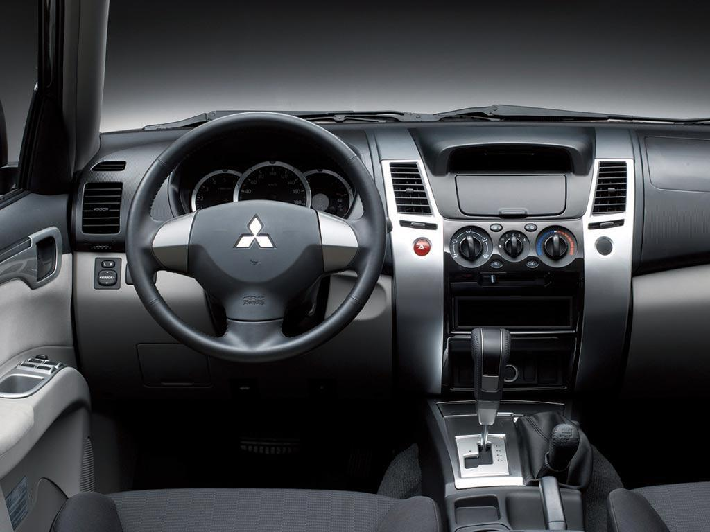Mitsubishi mitsubishi montero sport 2015 : 2015 Mitsubishi Montero ii – pictures, information and specs ...
