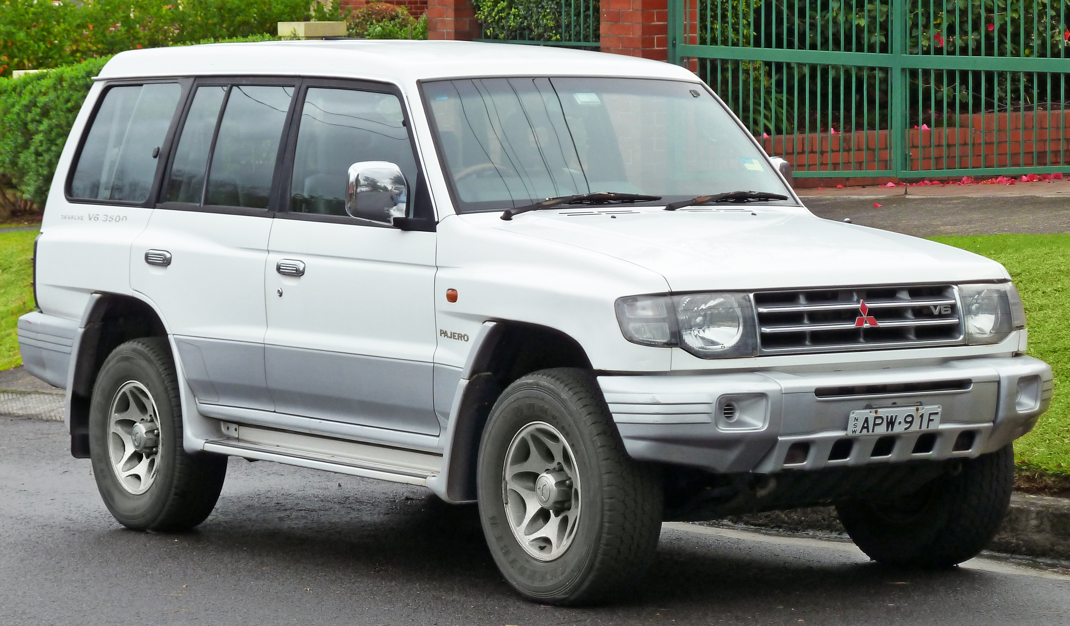 1998 Mitsubishi Montero V60 Pictures Information And