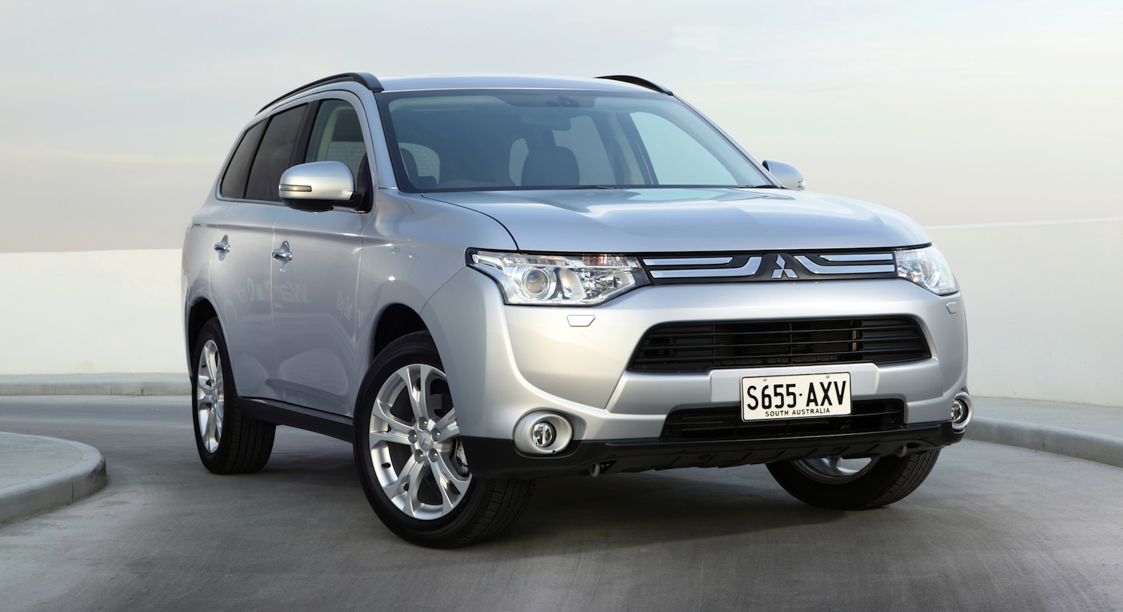 2014 mitsubishi outlander ii pictures information and specs auto. Black Bedroom Furniture Sets. Home Design Ideas