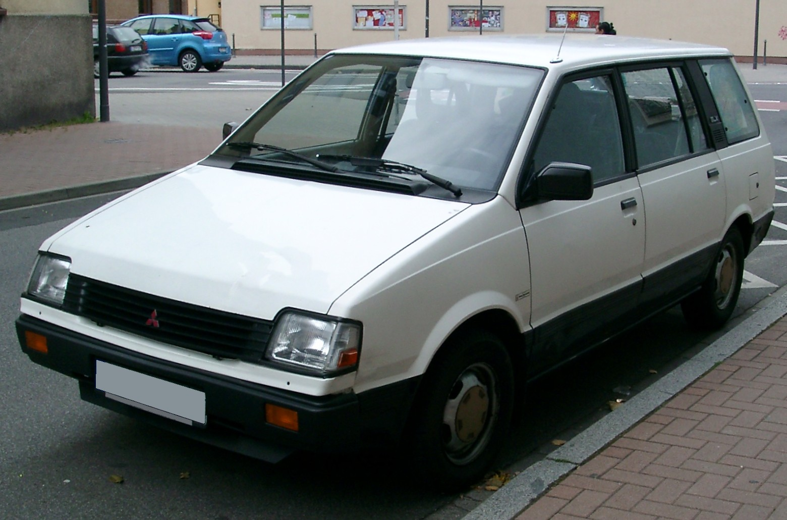 mitsubishi space wagon (d0_w) 1990