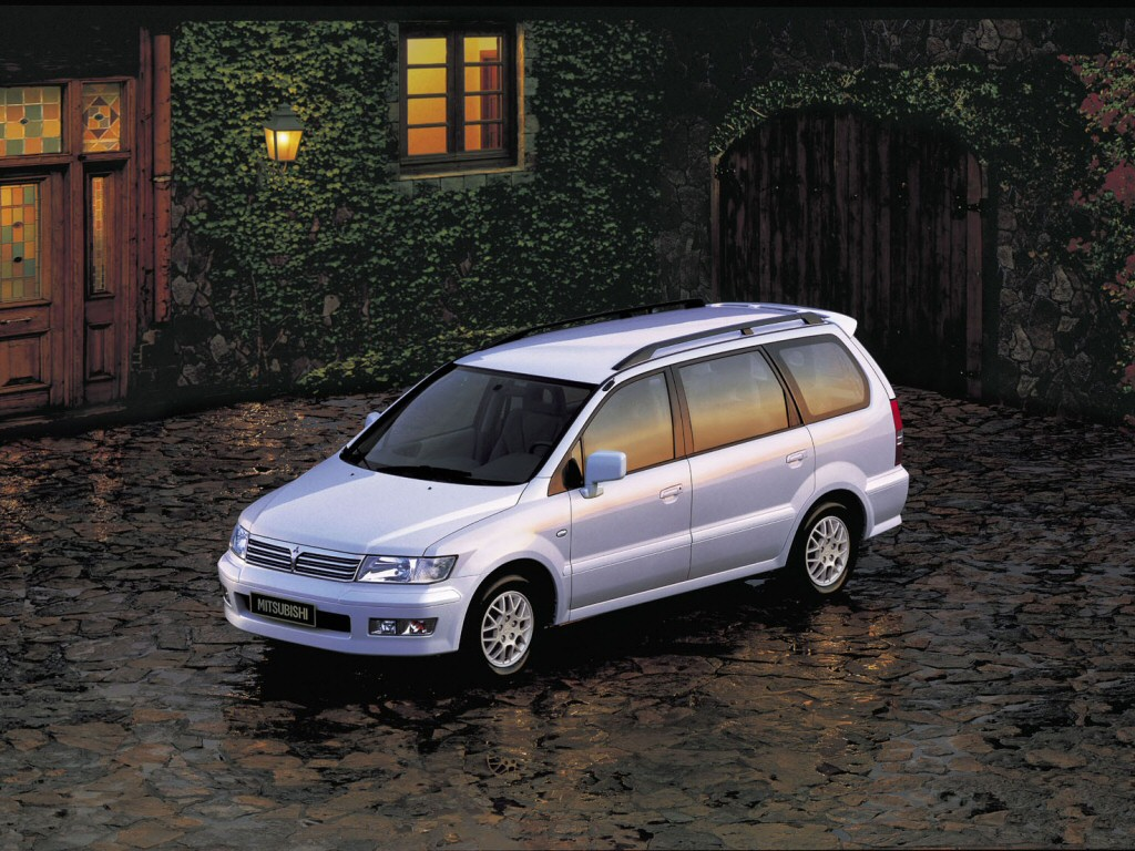 mitsubishi space wagon pictures