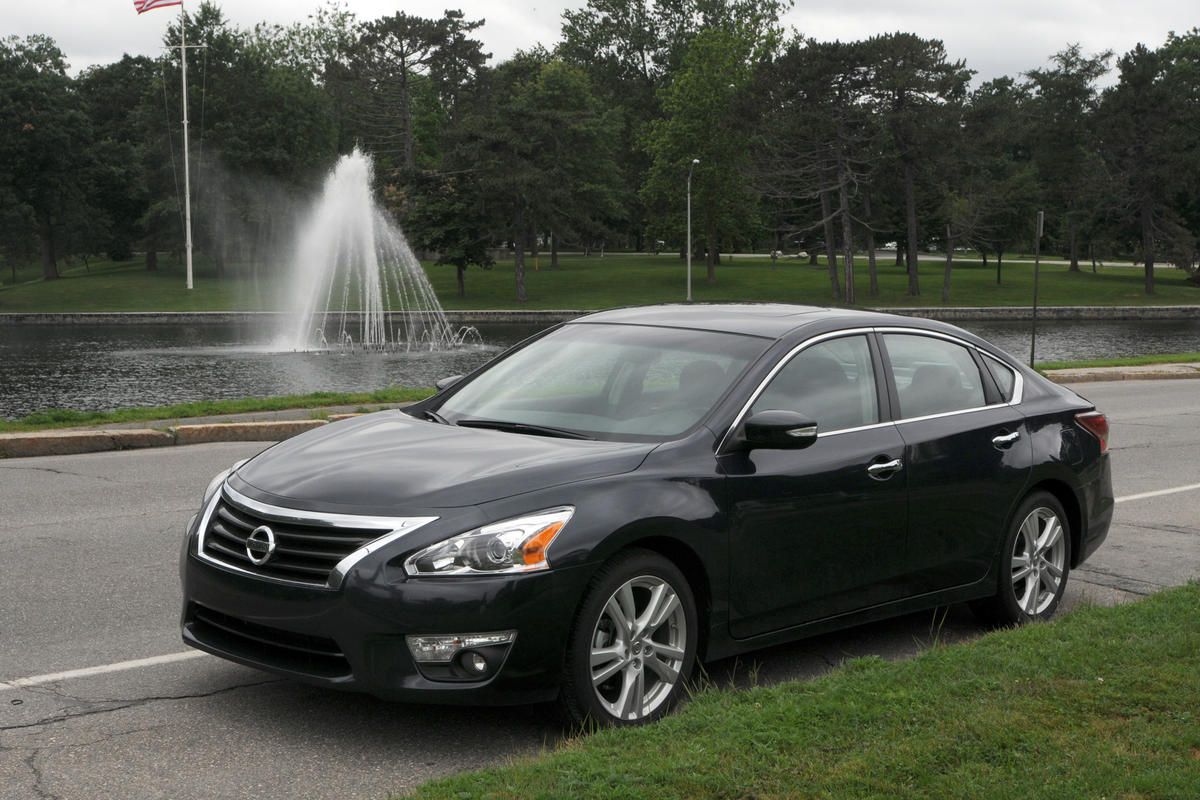 2013 nissan altima v pictures information and specs auto. Black Bedroom Furniture Sets. Home Design Ideas