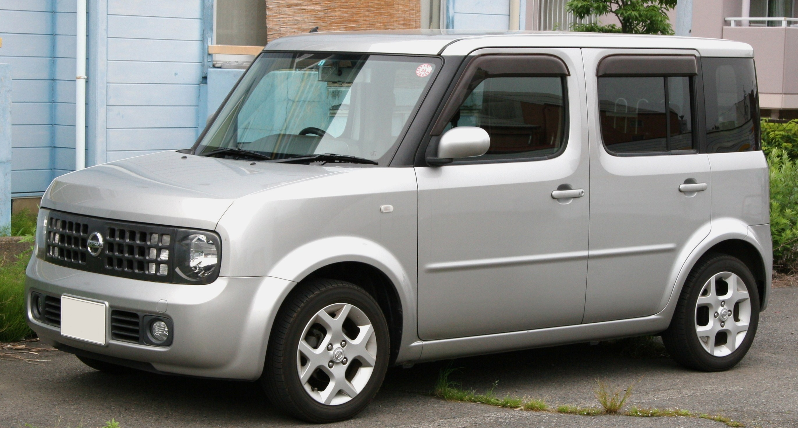 nissan cube auto. Black Bedroom Furniture Sets. Home Design Ideas