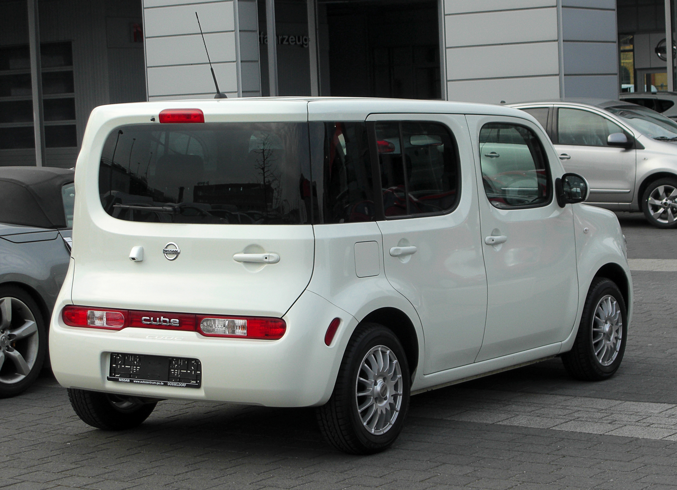 Nissan Cube Images