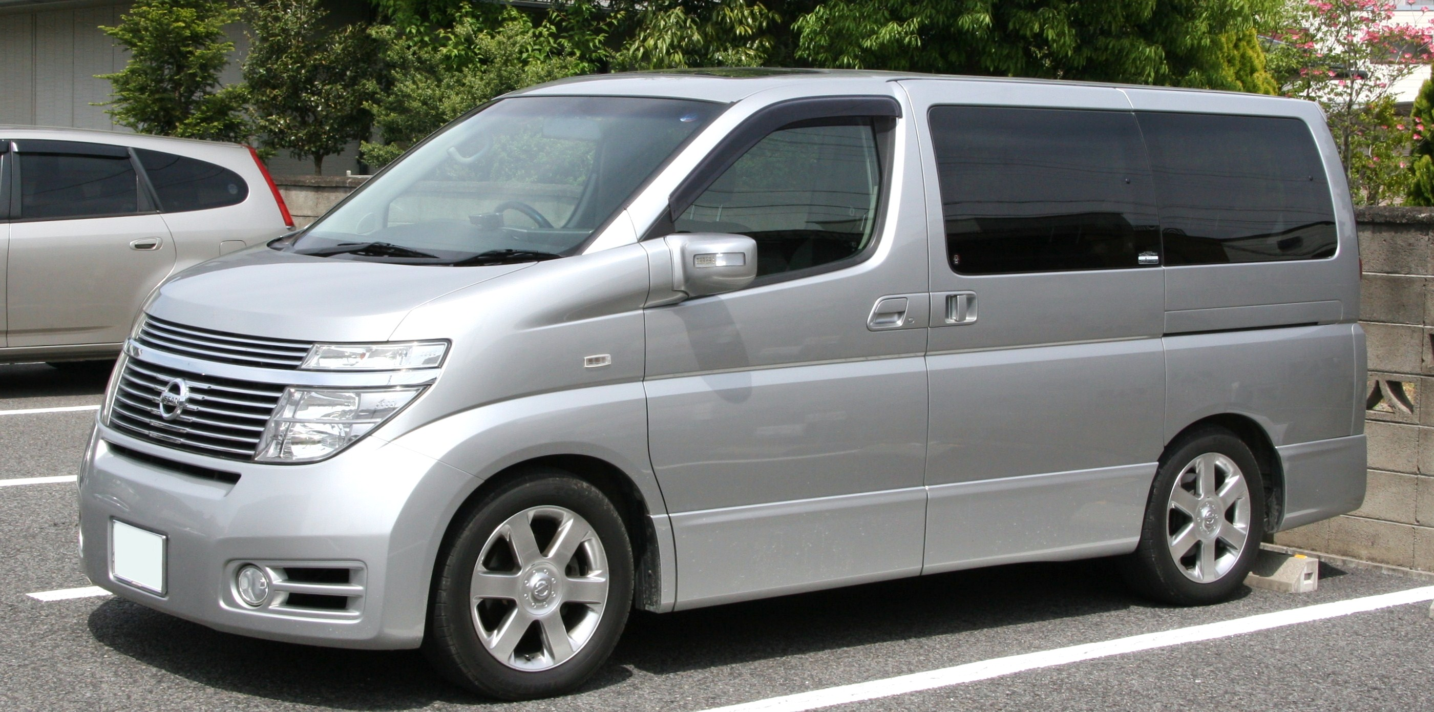 nissan elgrand pictures #14