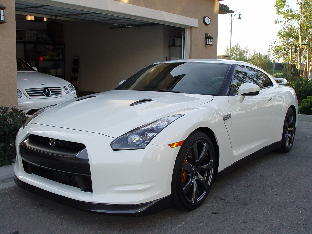 2009 nissan gt r pictures information and specs auto. Black Bedroom Furniture Sets. Home Design Ideas