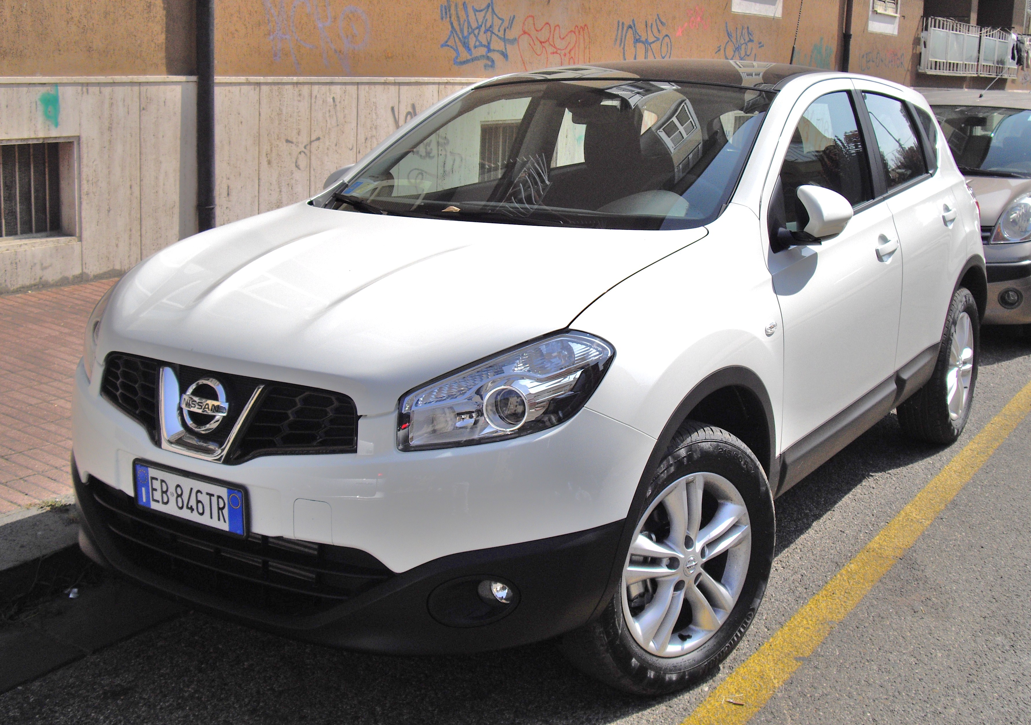 2010 nissan qashqai pictures information and specs auto. Black Bedroom Furniture Sets. Home Design Ideas