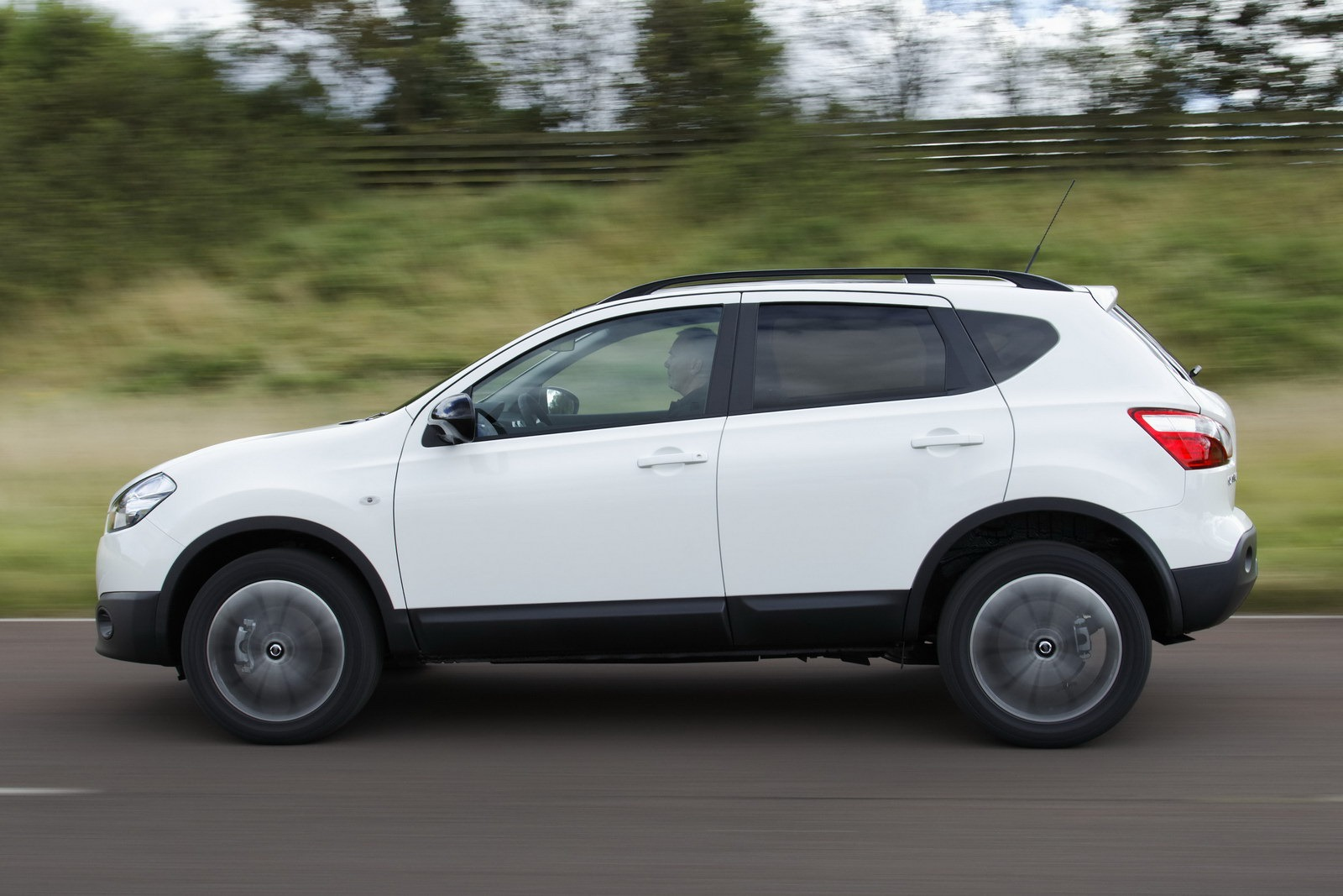 2013 nissan qashqai � pictures information and specs