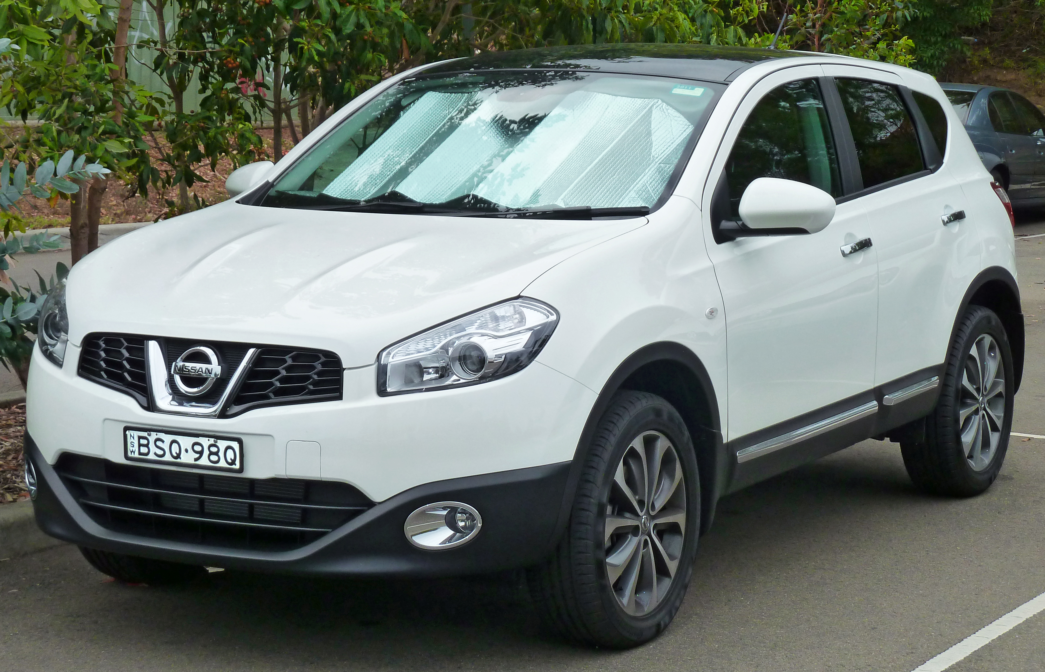 2011 nissan qashqai 2 pictures information and specs. Black Bedroom Furniture Sets. Home Design Ideas