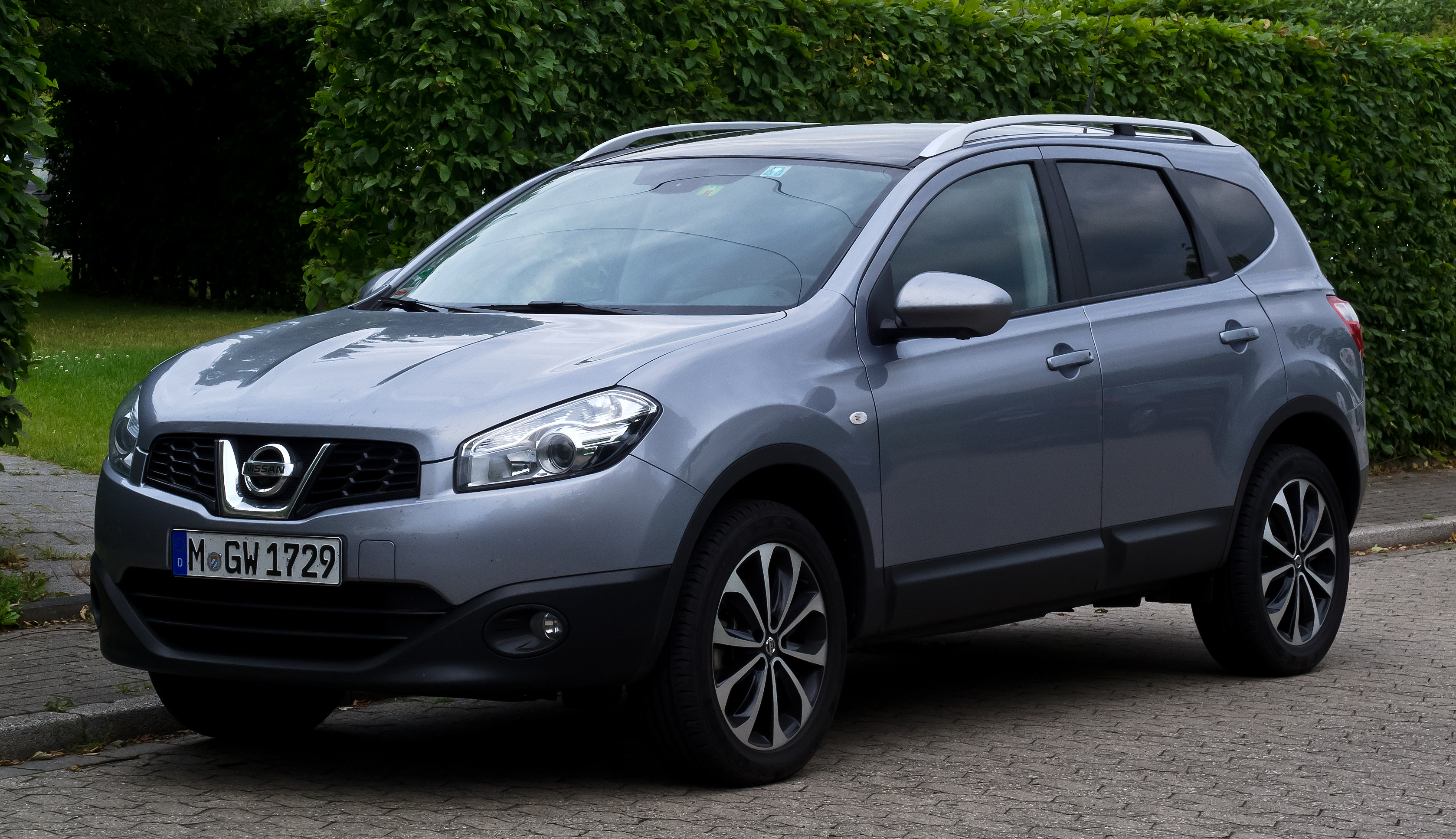 2013 nissan qashqai 2 pictures information and specs auto. Black Bedroom Furniture Sets. Home Design Ideas