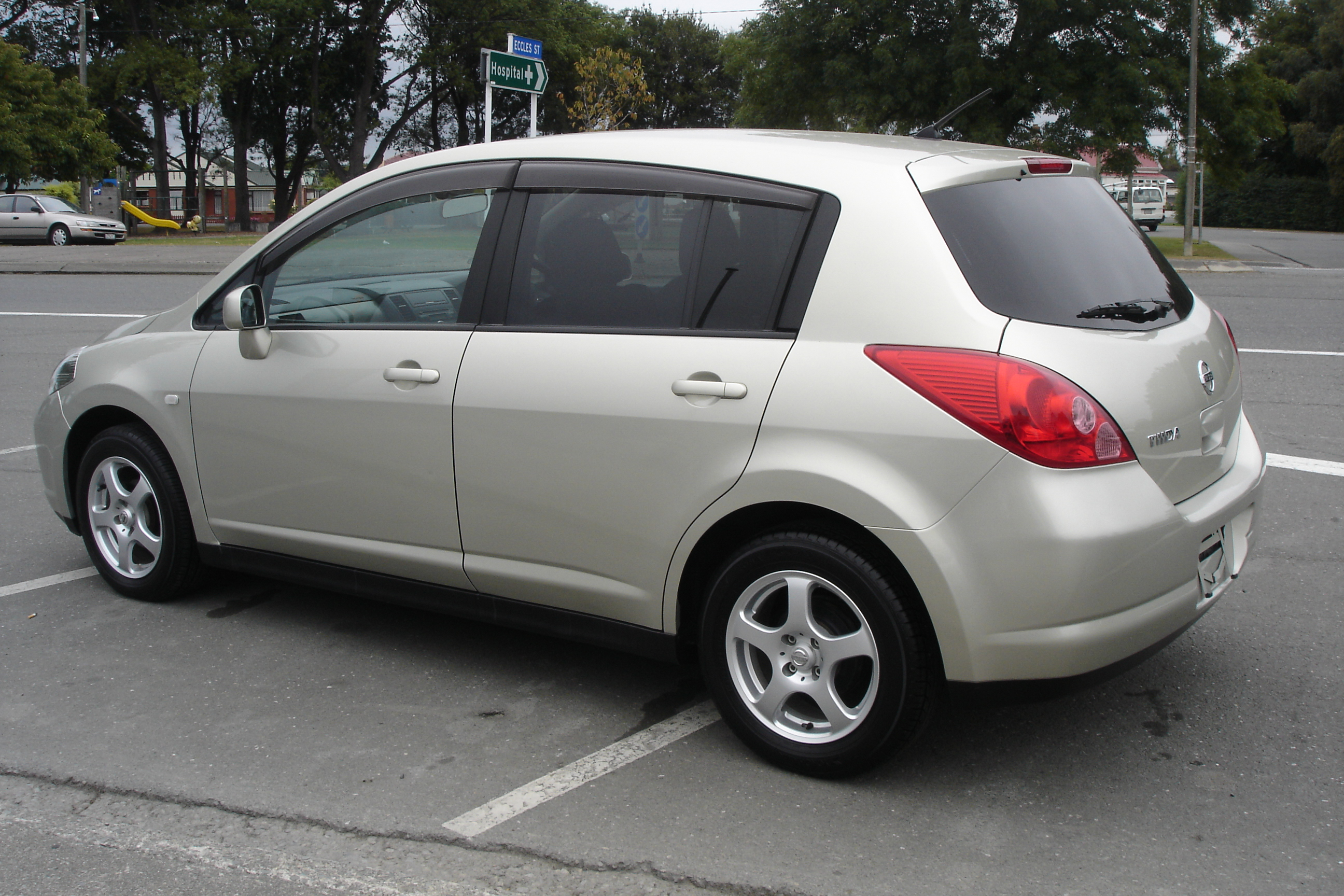 2007 nissan tiida pictures information and specs auto. Black Bedroom Furniture Sets. Home Design Ideas