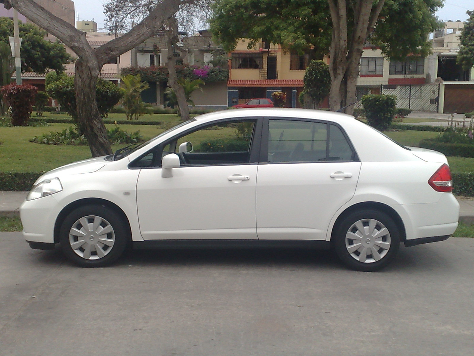 2009 Nissan Tiida Sedan Pictures Information And Specs