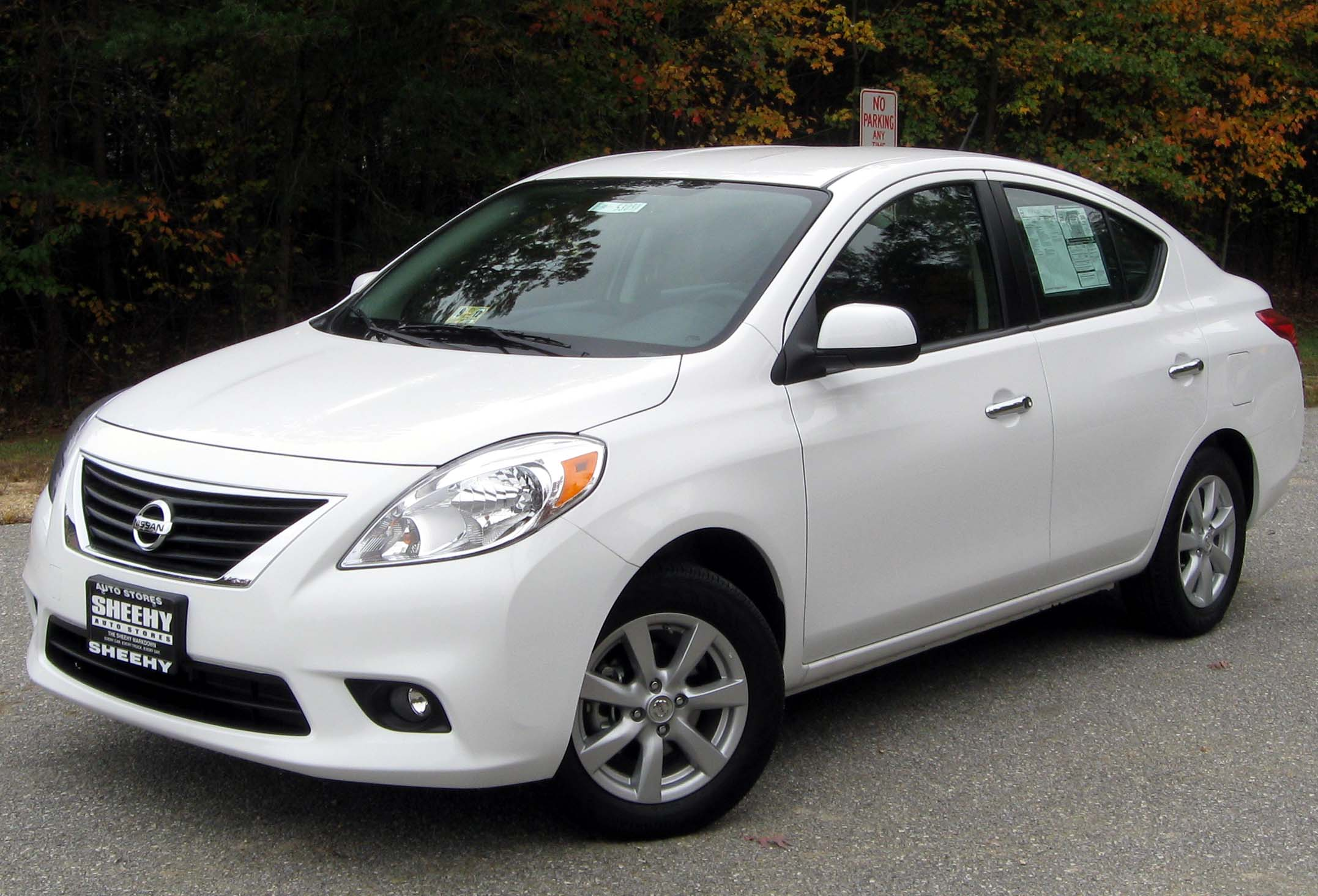 2013 nissan versa pictures information and specs auto. Black Bedroom Furniture Sets. Home Design Ideas