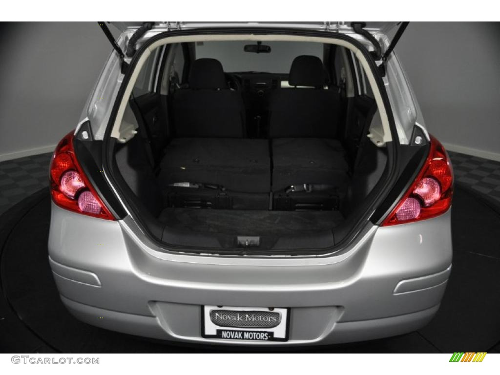 Amazing Nissan Versa Hatchback 2009 Wallpaper #13