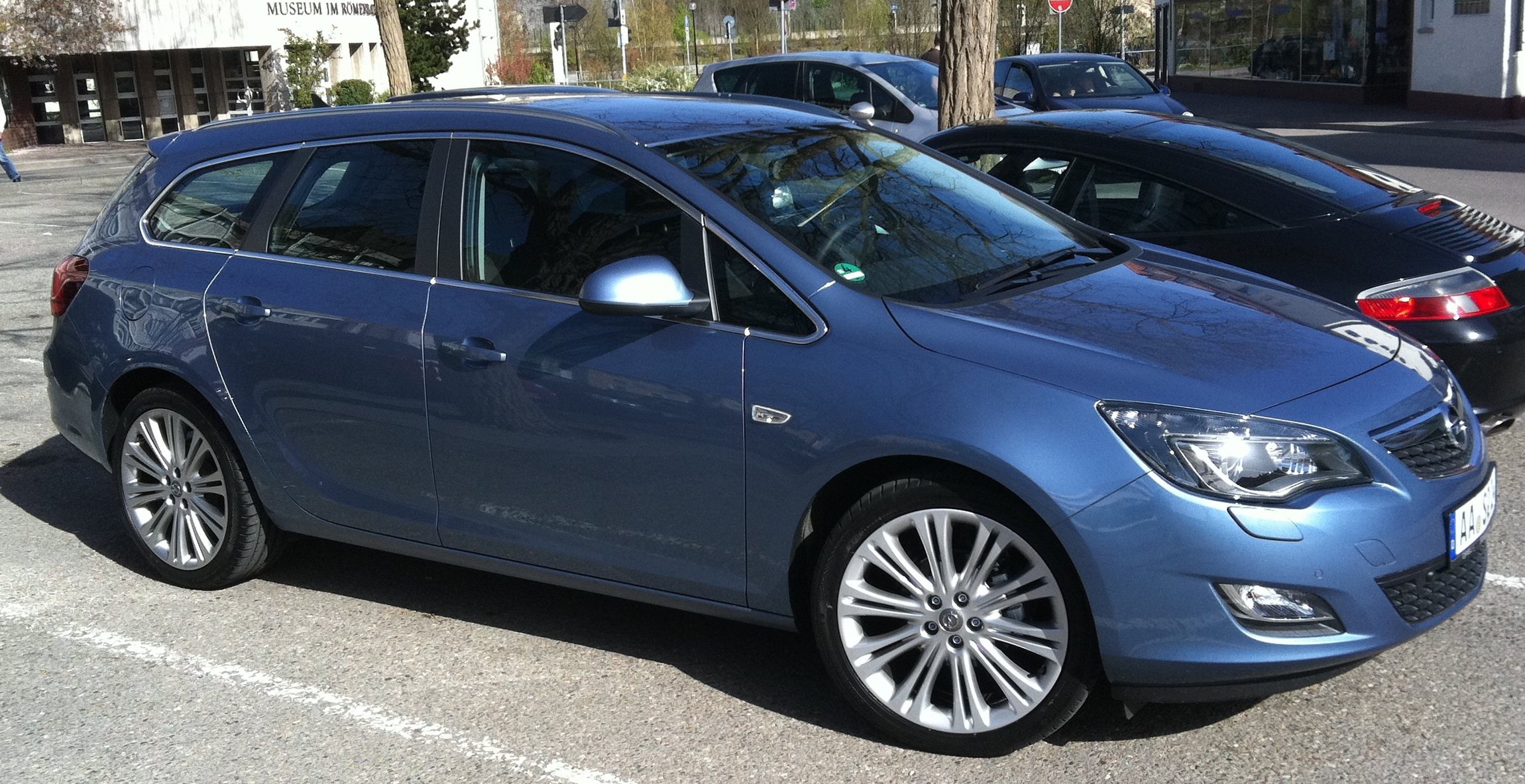 2010 opel astra j sports tourer pictures information and specs auto. Black Bedroom Furniture Sets. Home Design Ideas