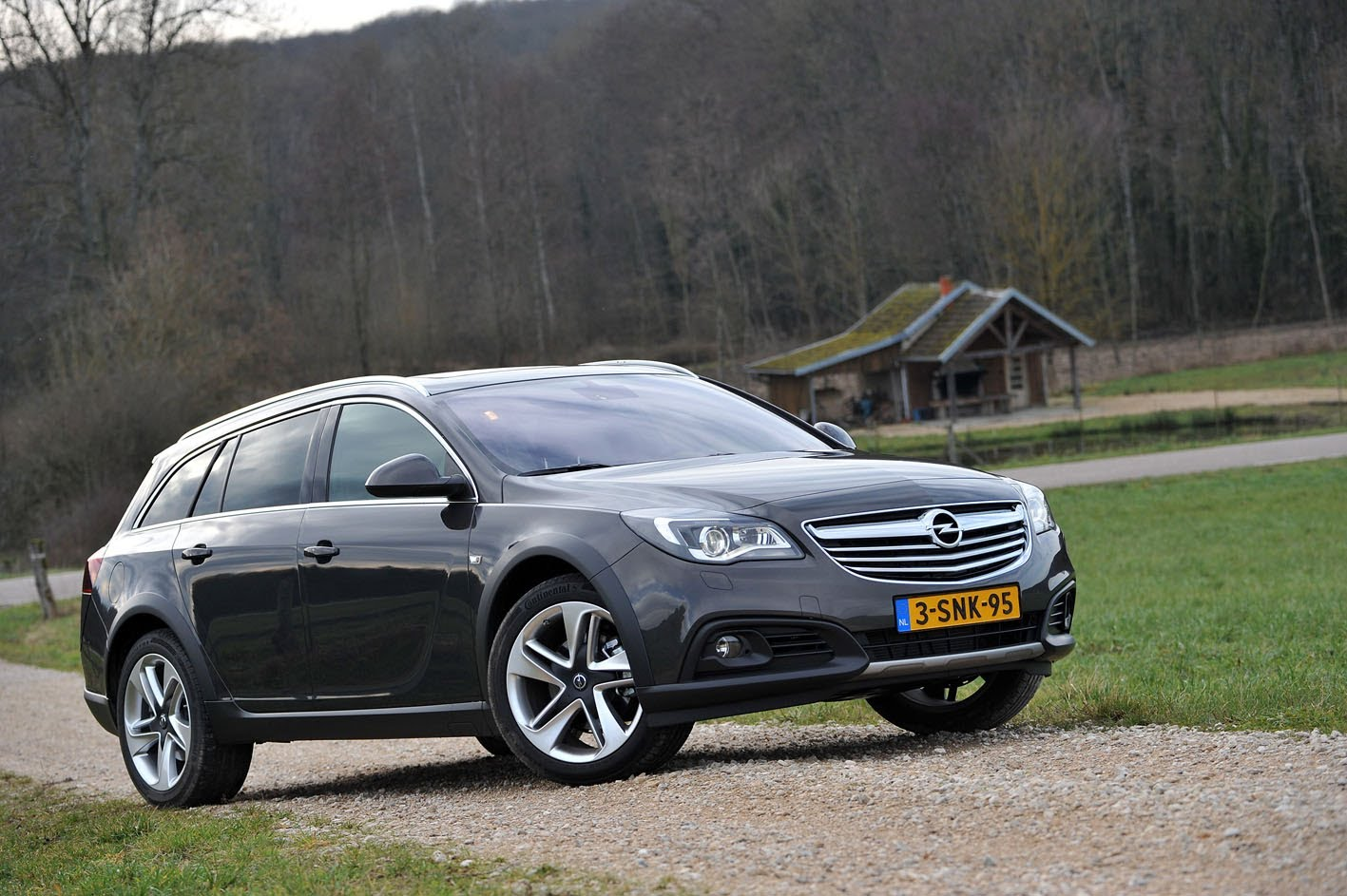 2014 Opel Insignia sport tourer – pictures, information and