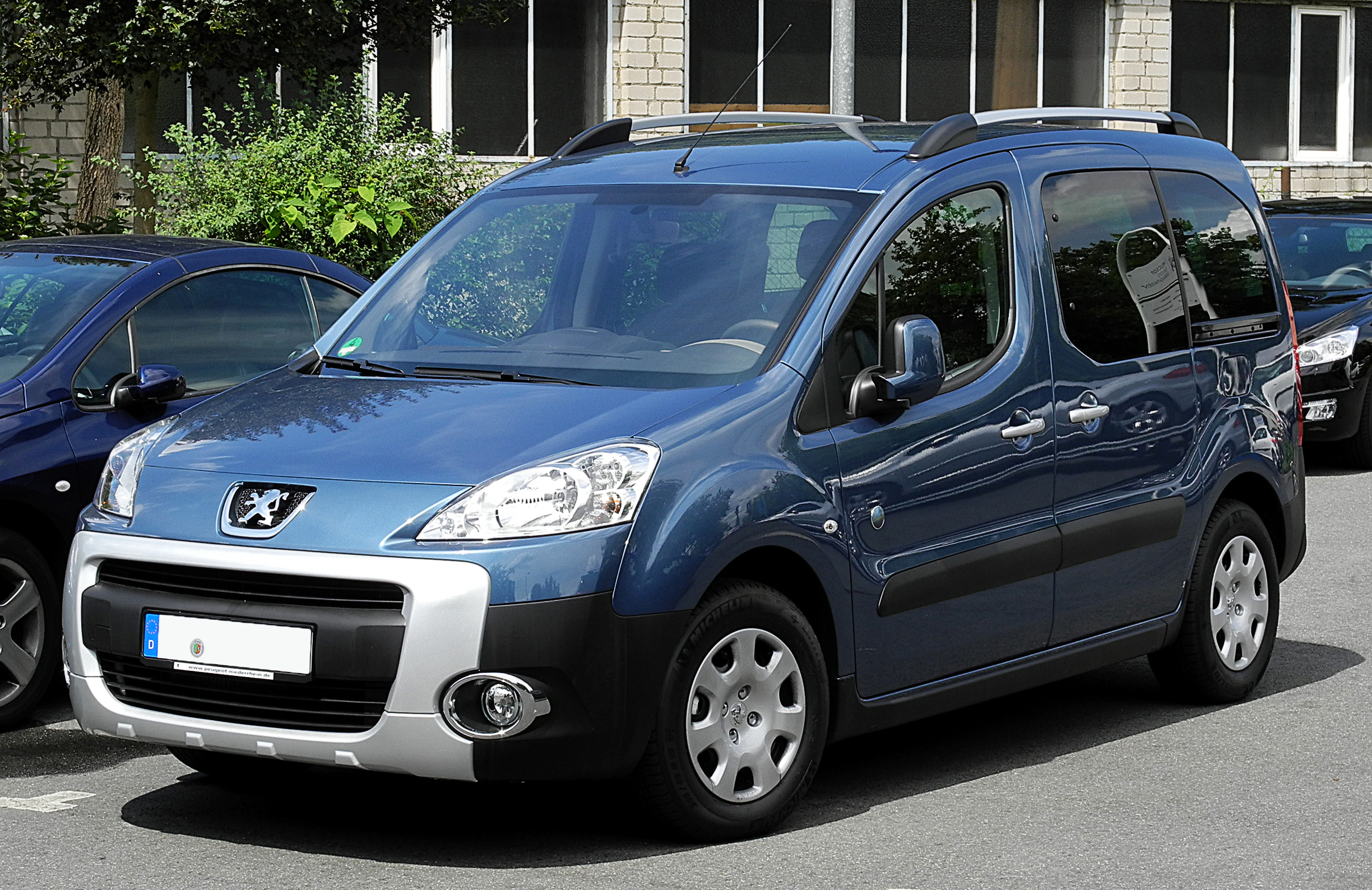2011 peugeot bipper 225l pictures information and specs auto. Black Bedroom Furniture Sets. Home Design Ideas