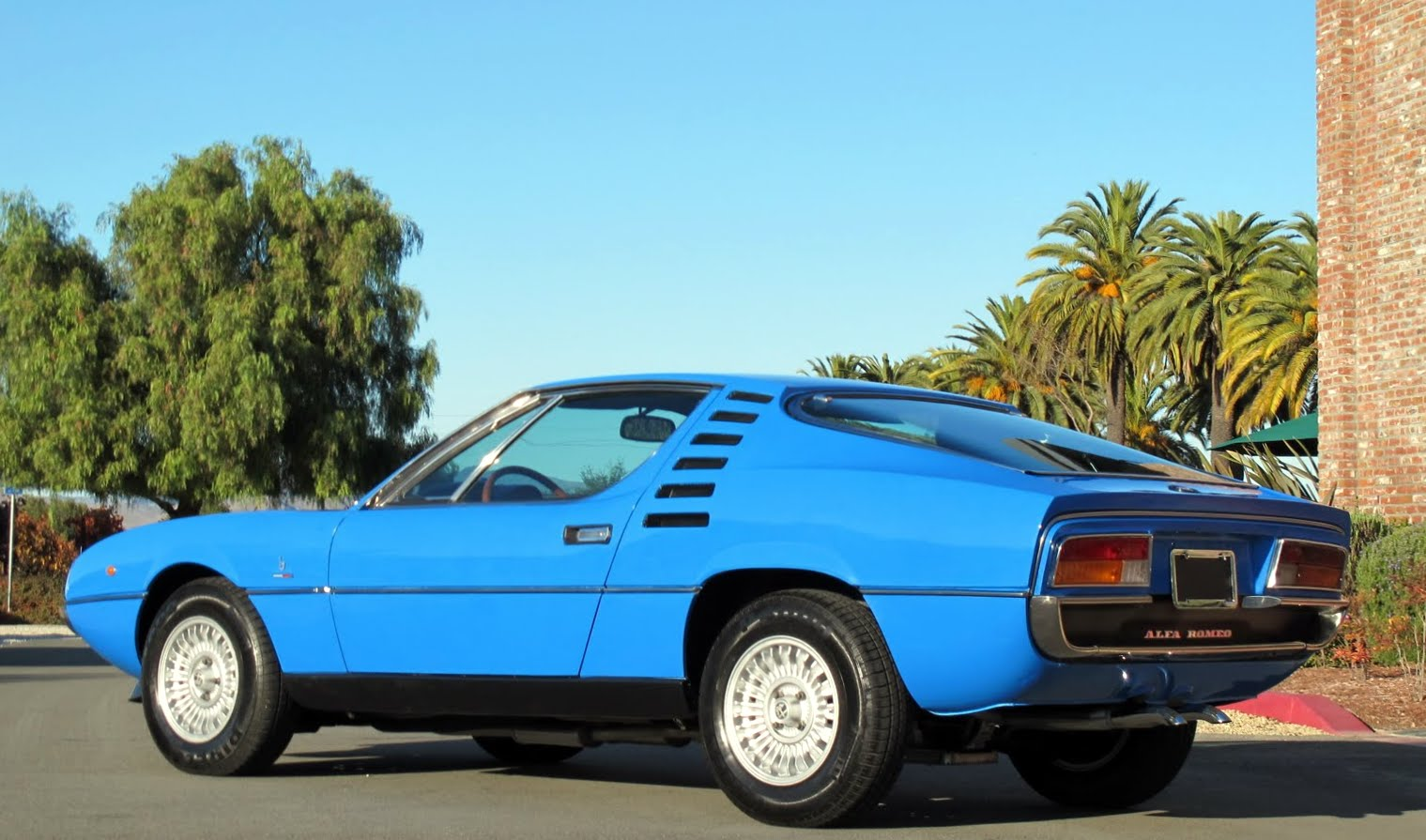 Pictures of alfa romeo montreal