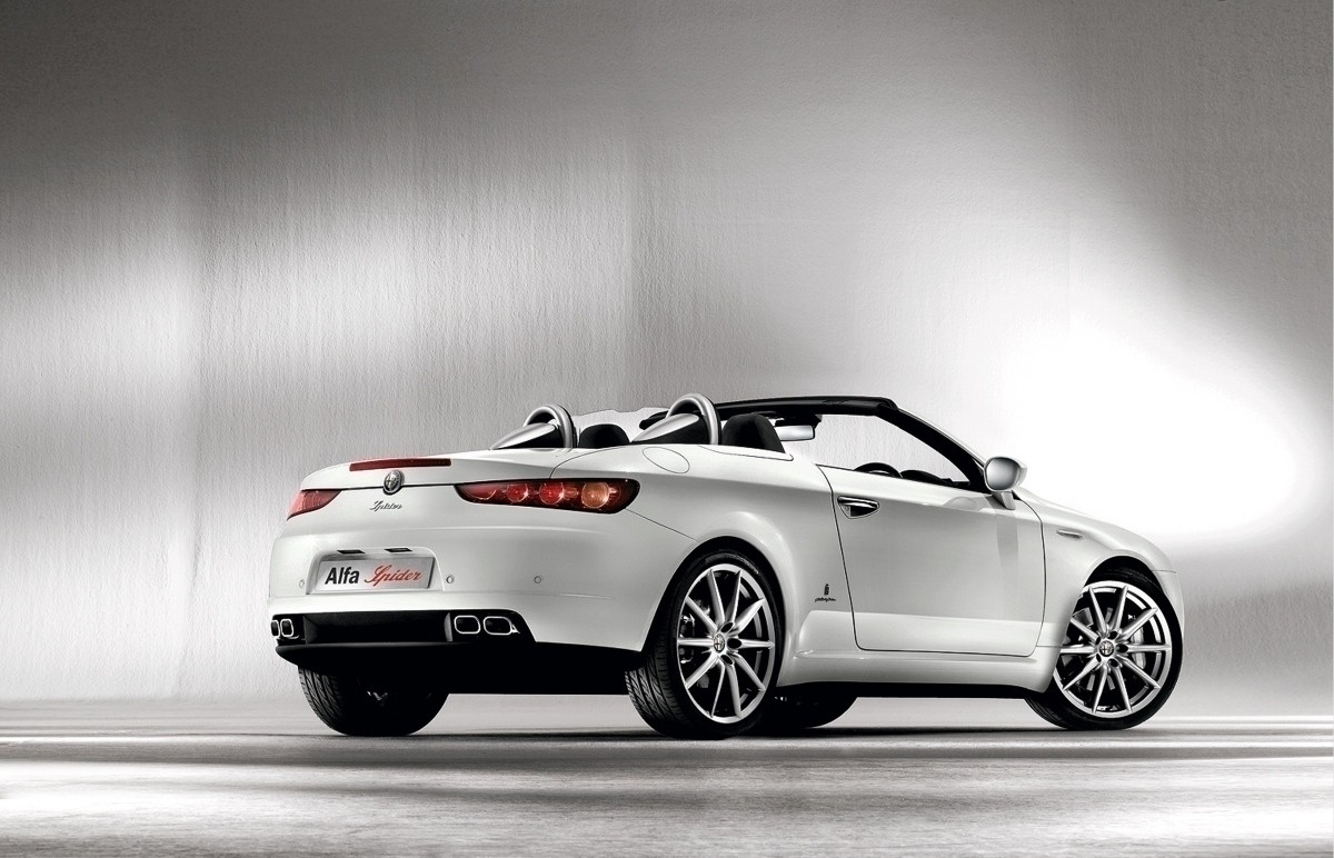 Pictures of alfa romeo spider 2013