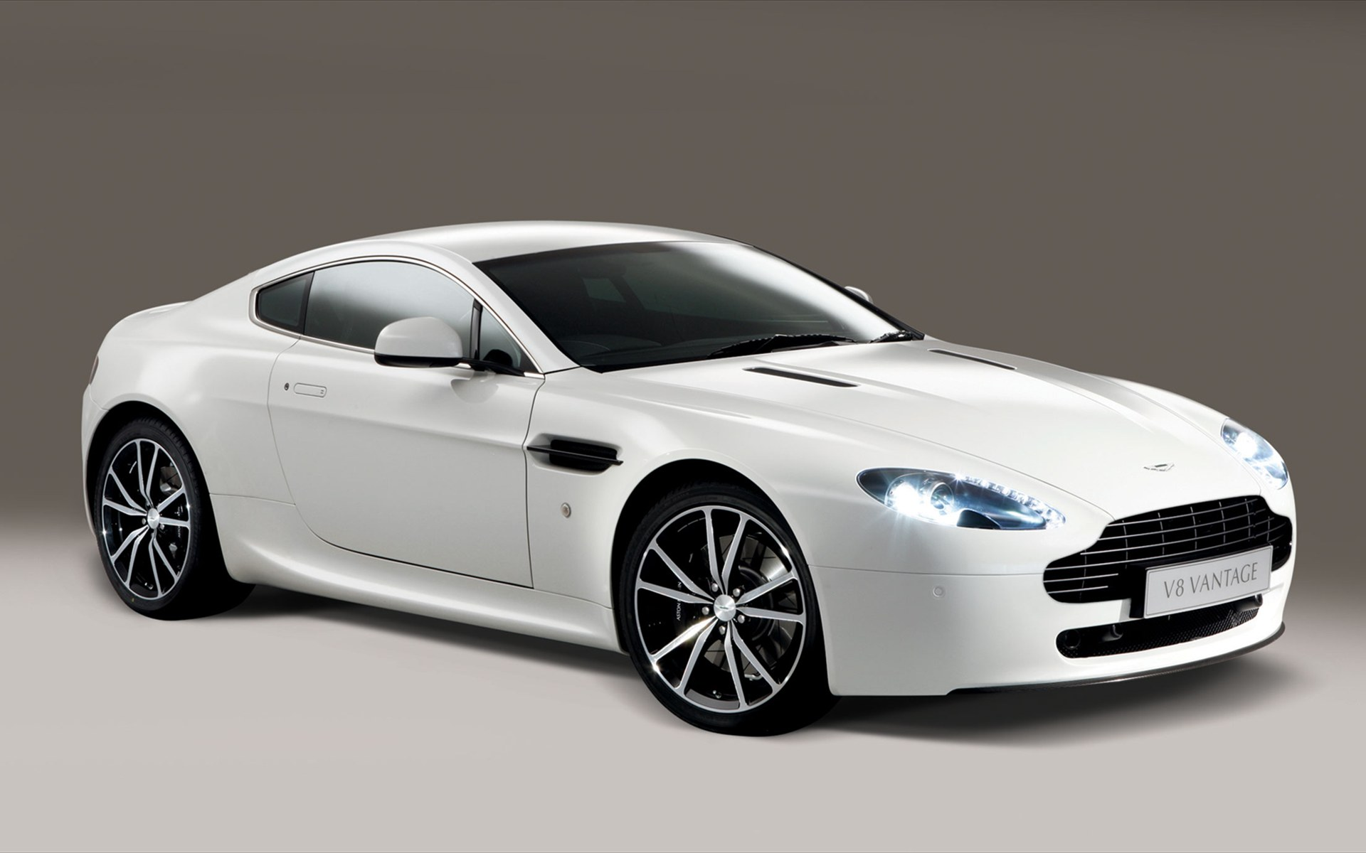 Pictures of aston martin v8 #7