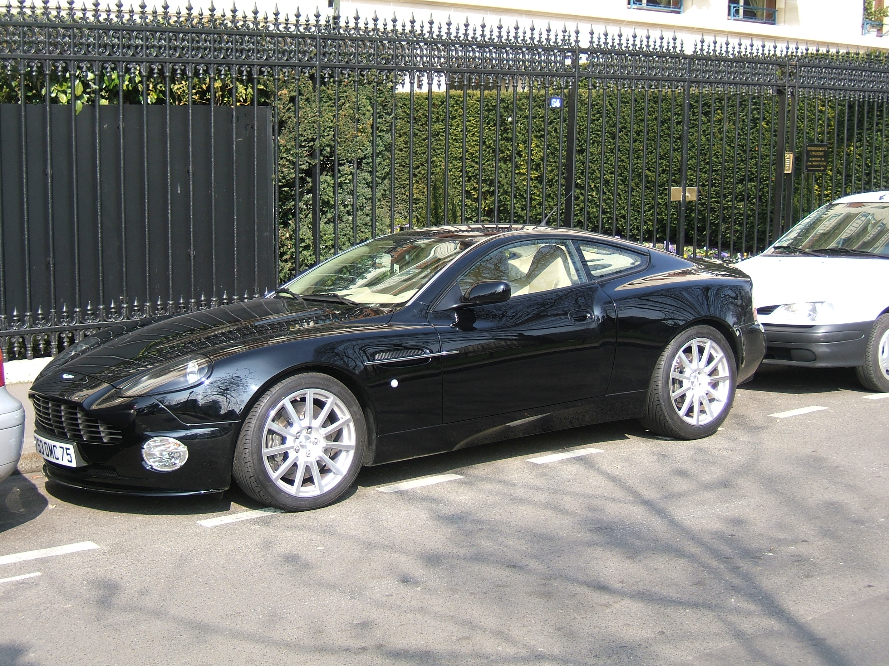 Pictures of aston martin virage vantage 2004