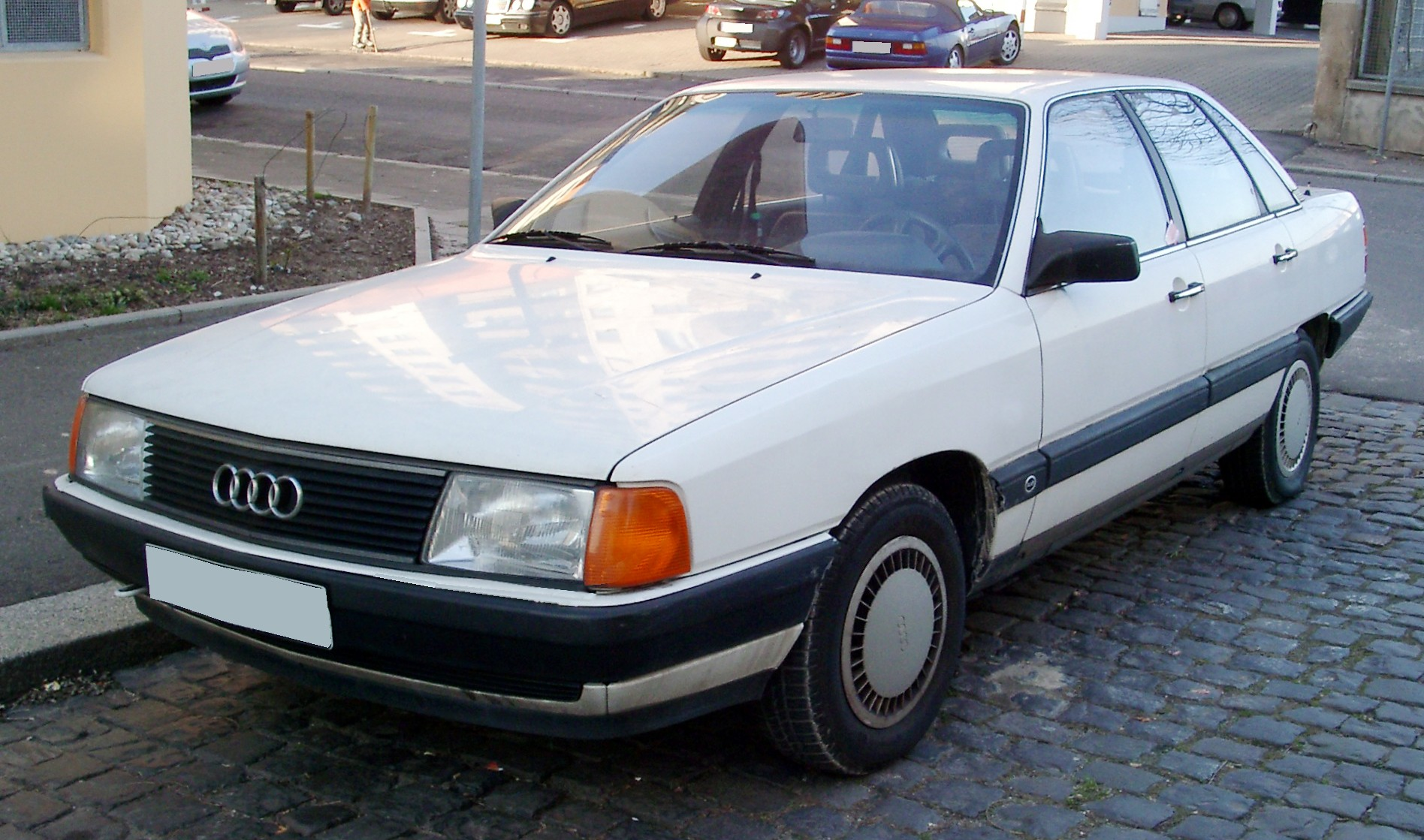 Pictures of audi 100