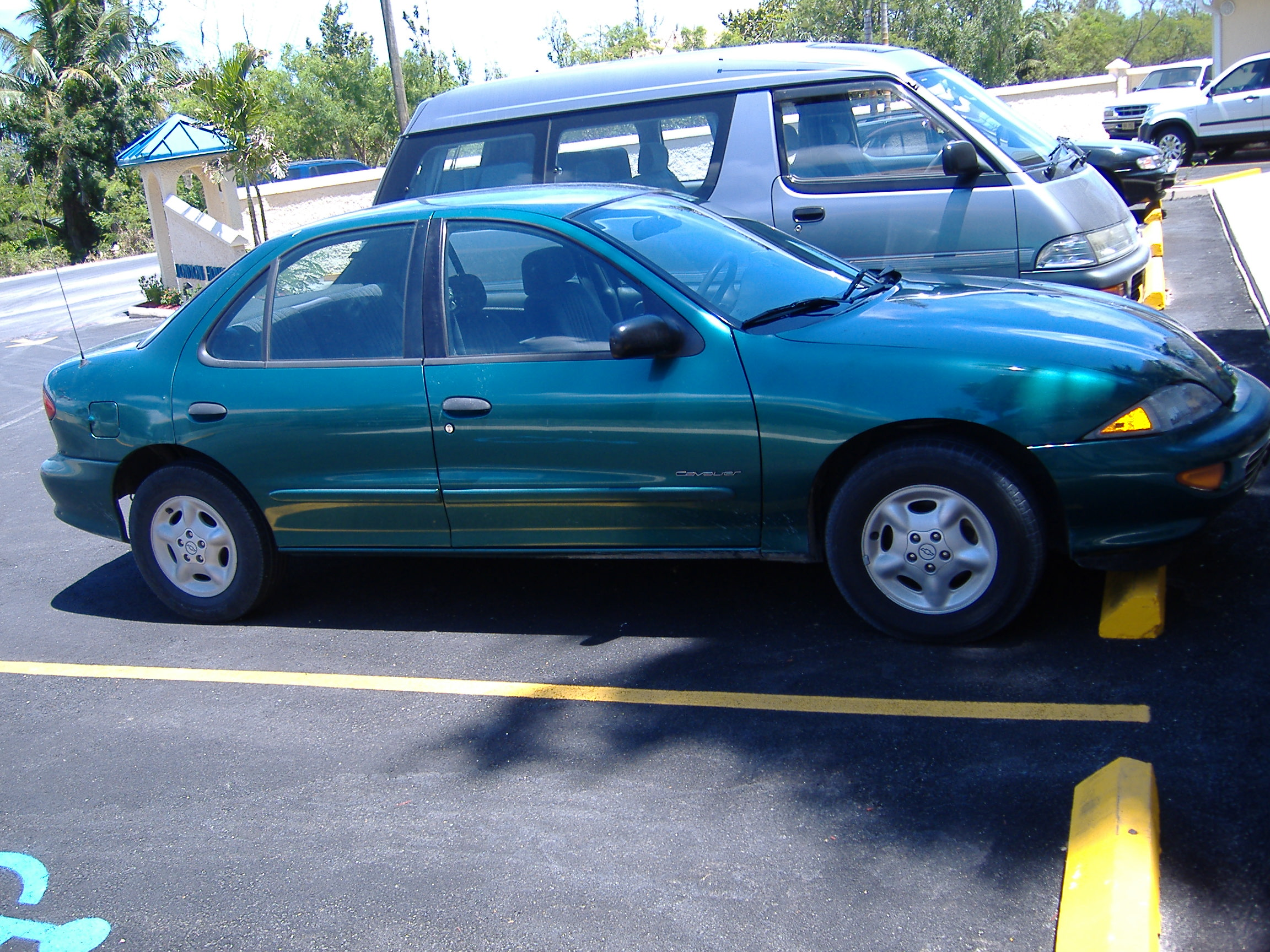 Pictures of chevrolet cavalier convertible (j) 1998