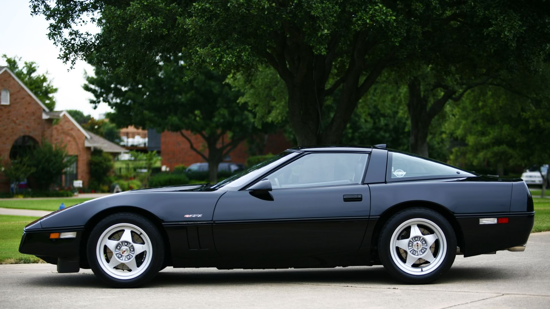 Pictures of chevrolet corvette c4 coupe 1990