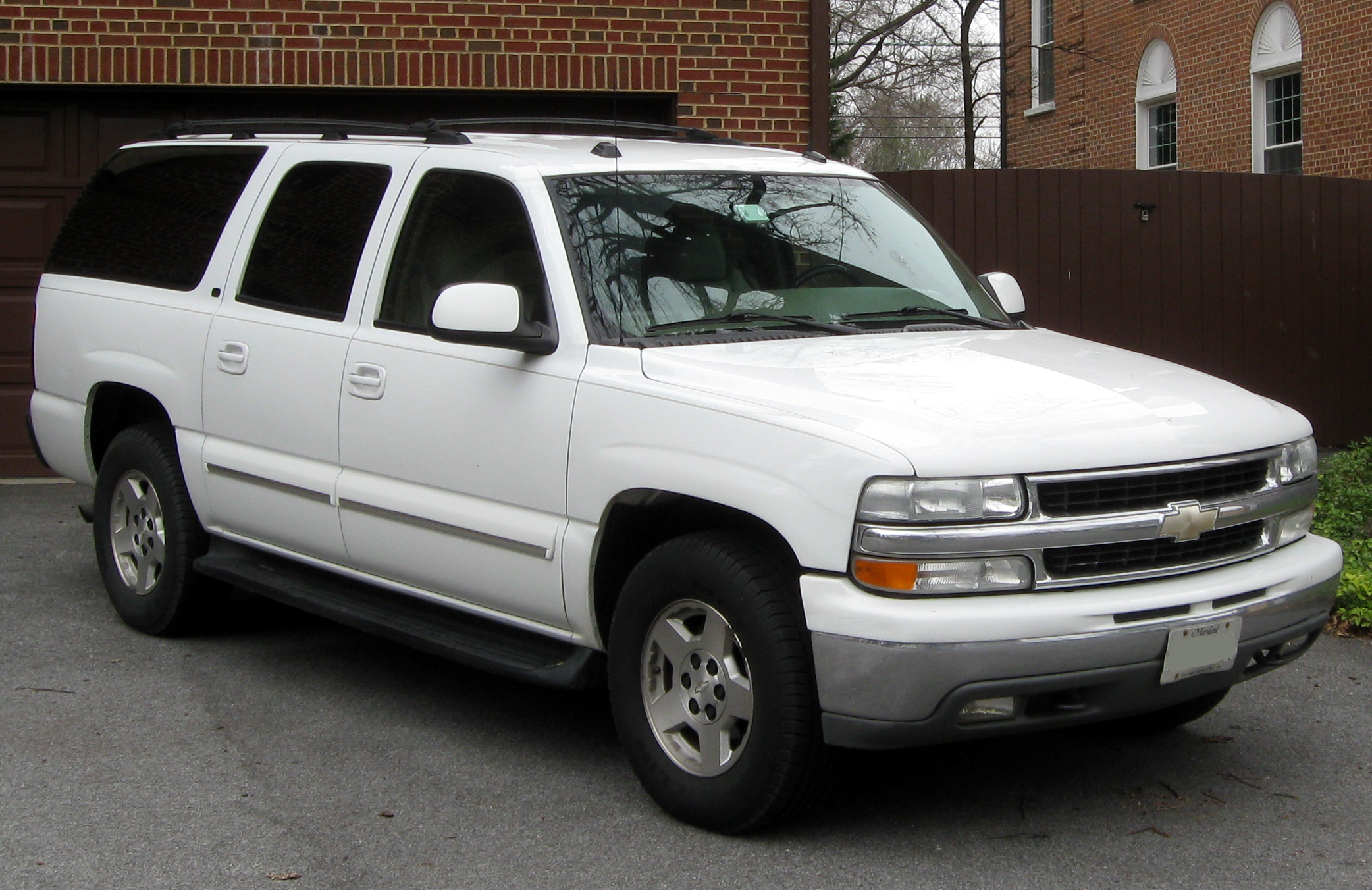 2004 Chevrolet Suburban gmt800  pictures information and specs