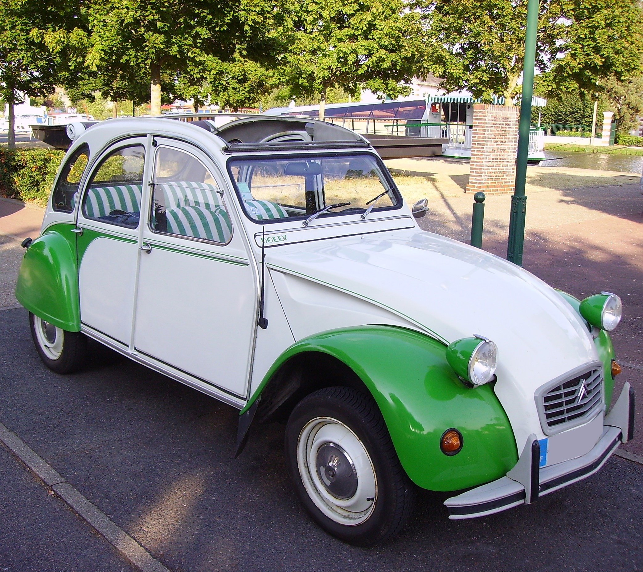 Pictures of citroen 2 cv #11