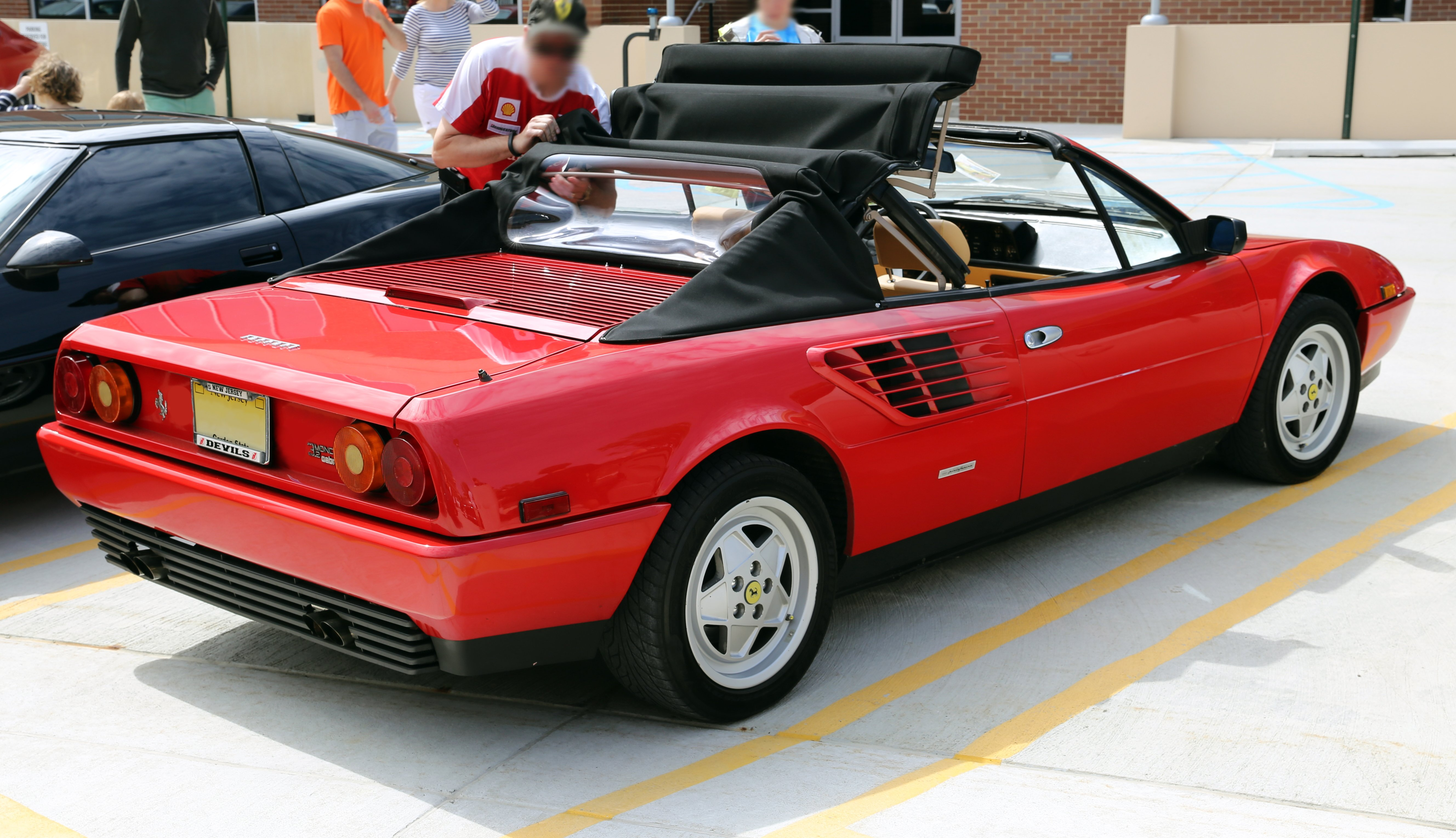 Pictures of ferrari mondial #2
