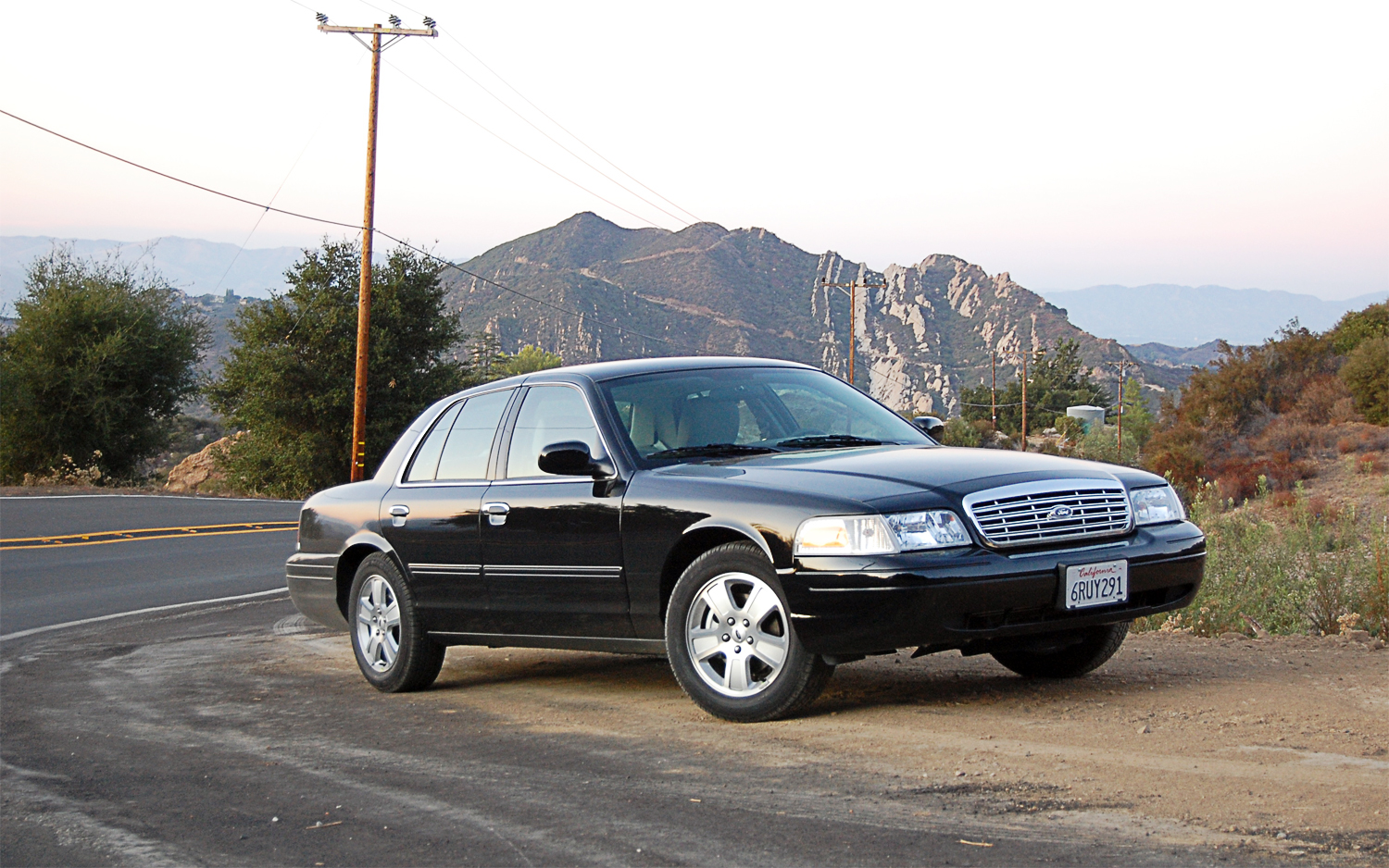 Pictures of ford crown victoria