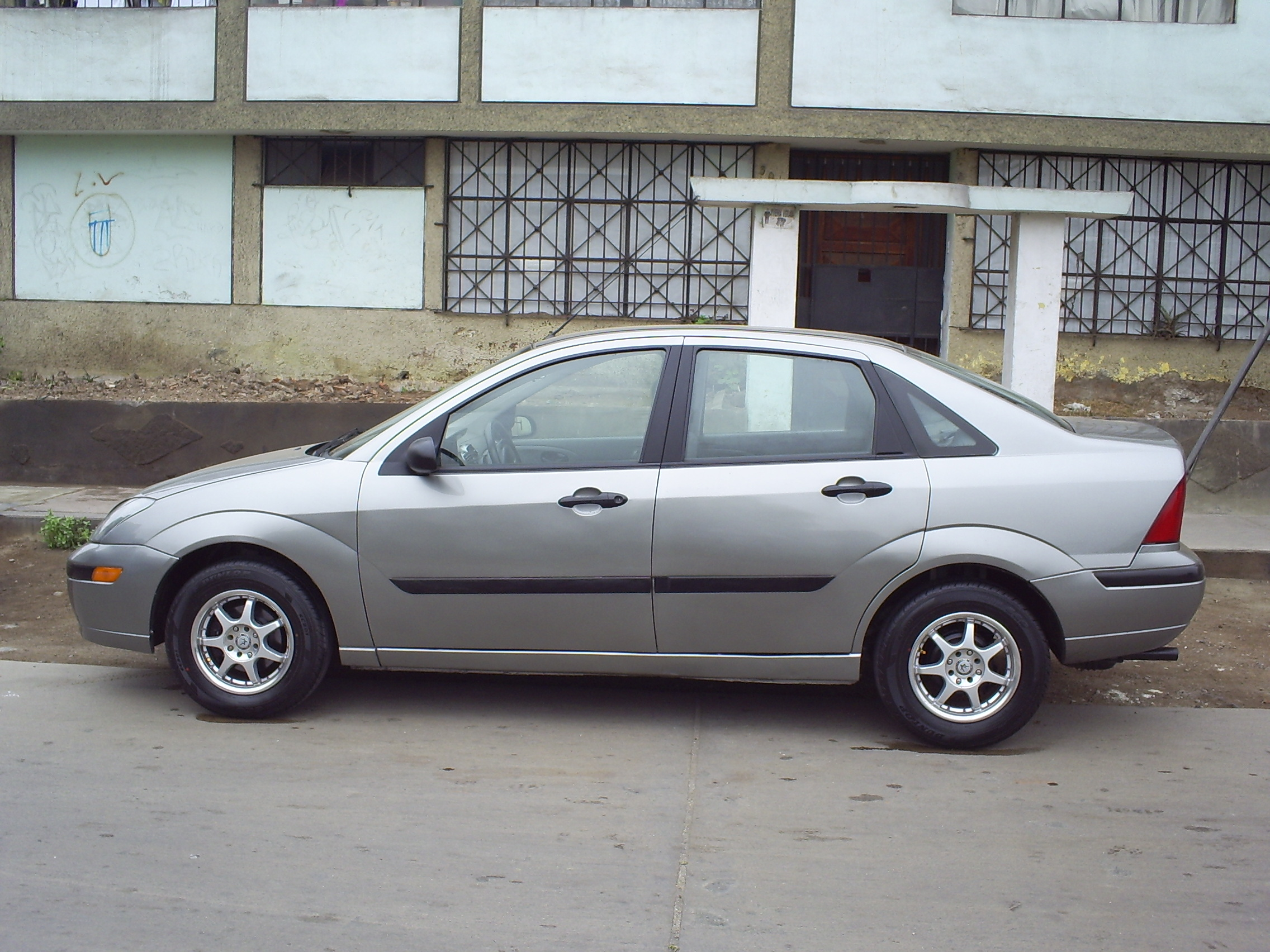Pictures of ford focus 2004