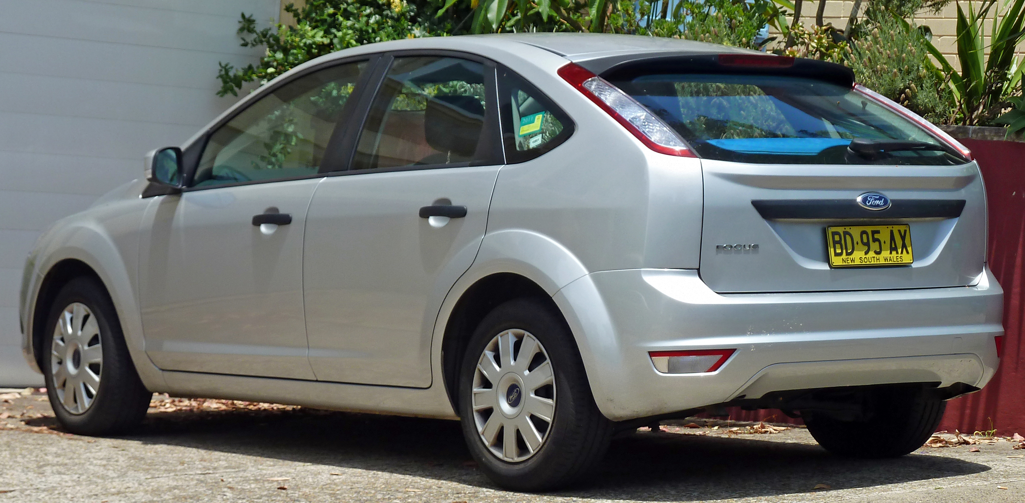 Pictures of ford focus hatchback ii 2010