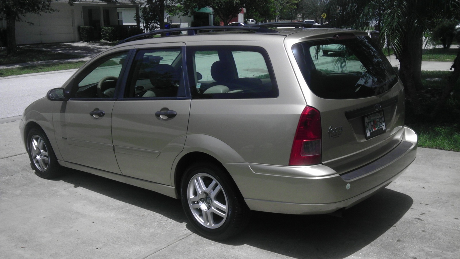 2000 ford focus wagon pictures information and specs. Black Bedroom Furniture Sets. Home Design Ideas