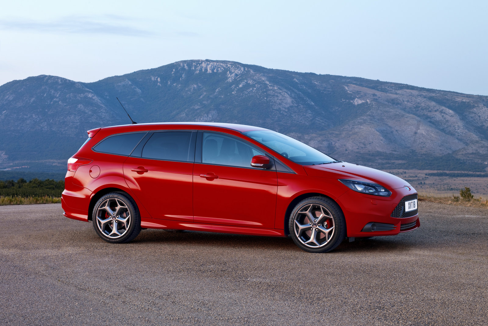 Pictures of ford focus wagon ii 2013