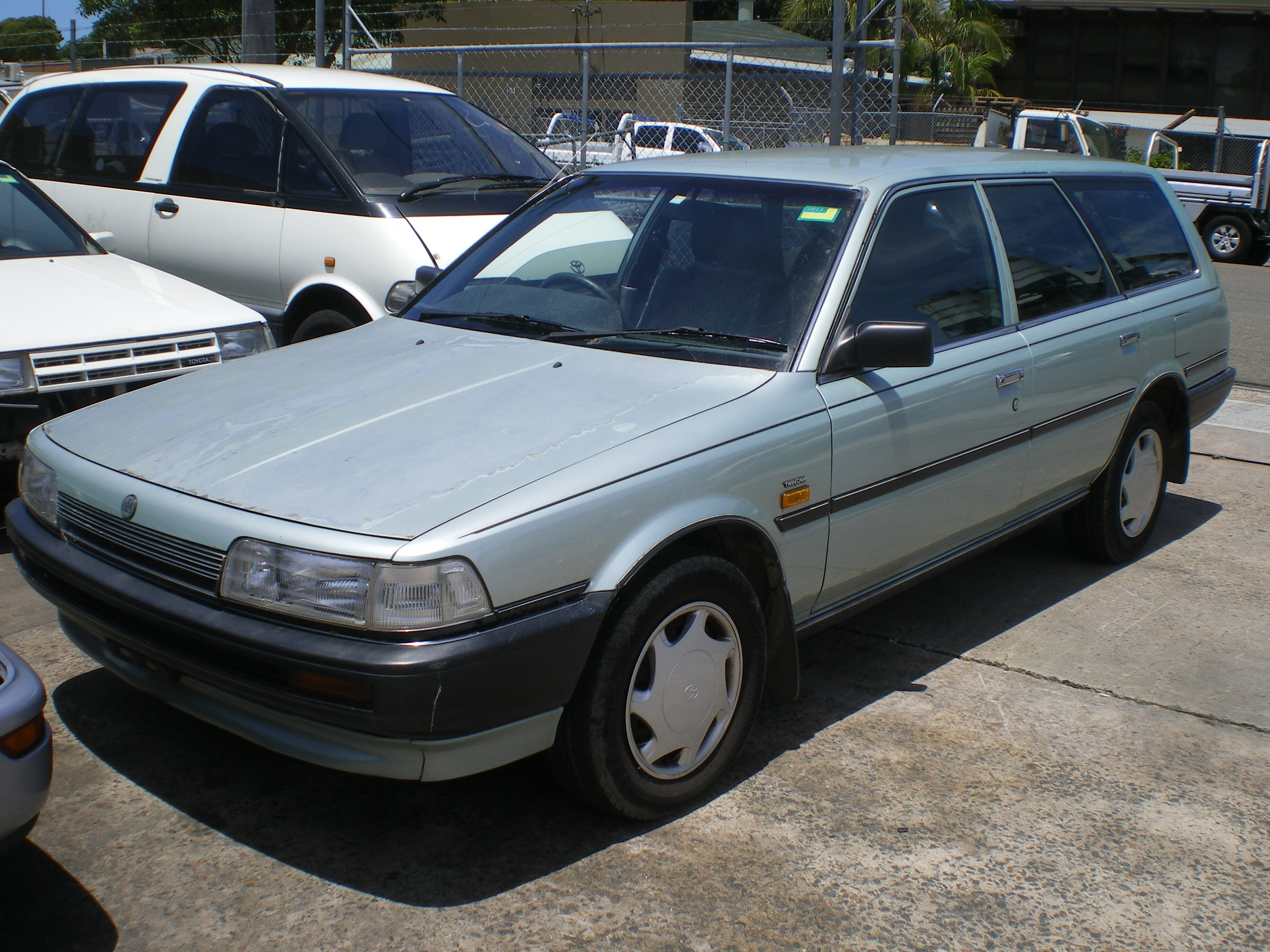 Pictures of holden apollo wagon 1992