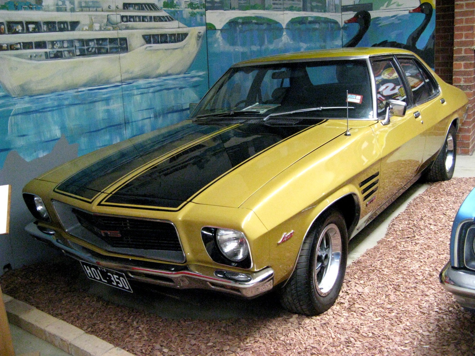 Pictures of holden monaro
