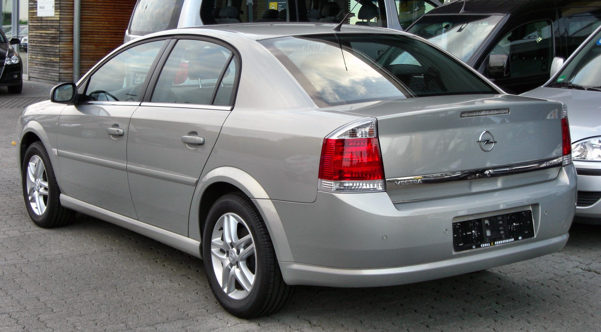 Pictures of holden vectra hatcback (b) 2002