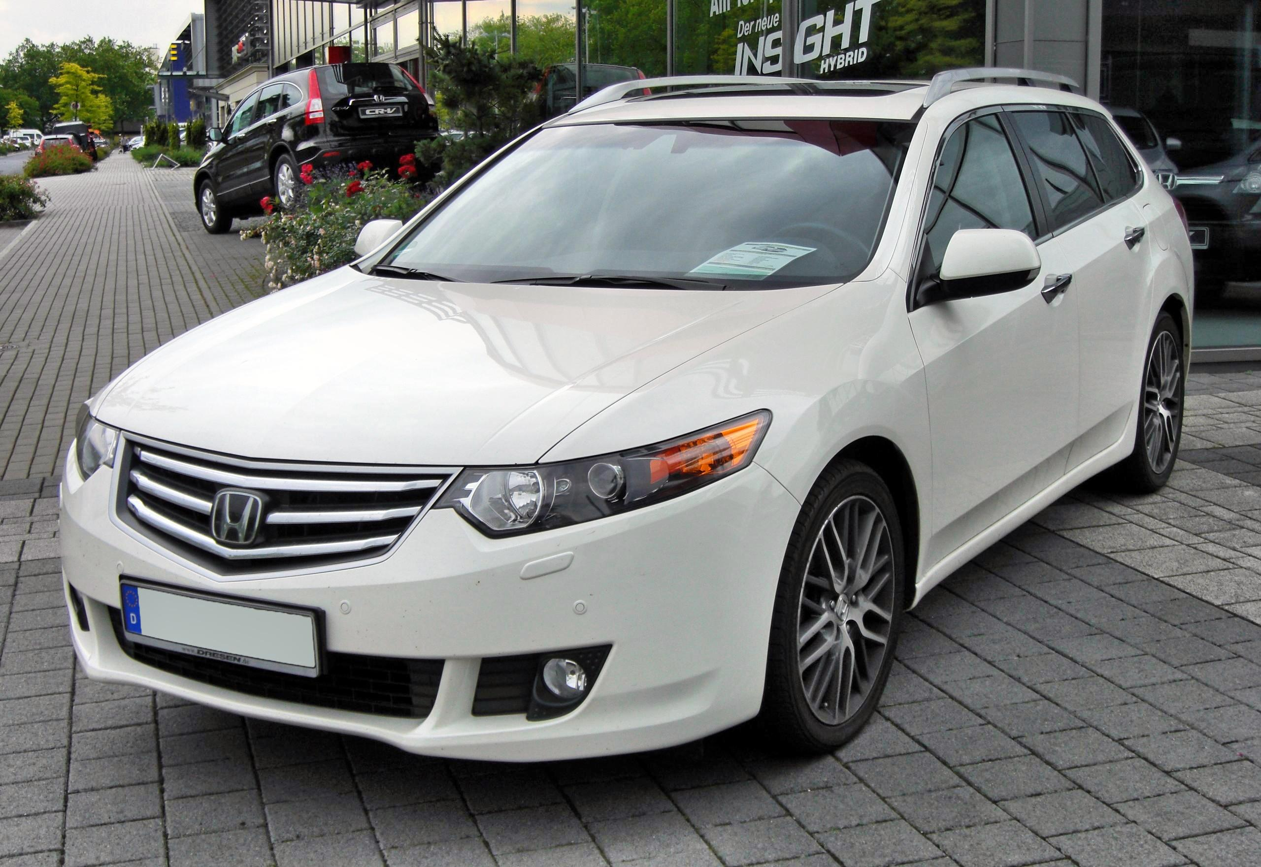 Pictures of honda accord viii coupe 2011