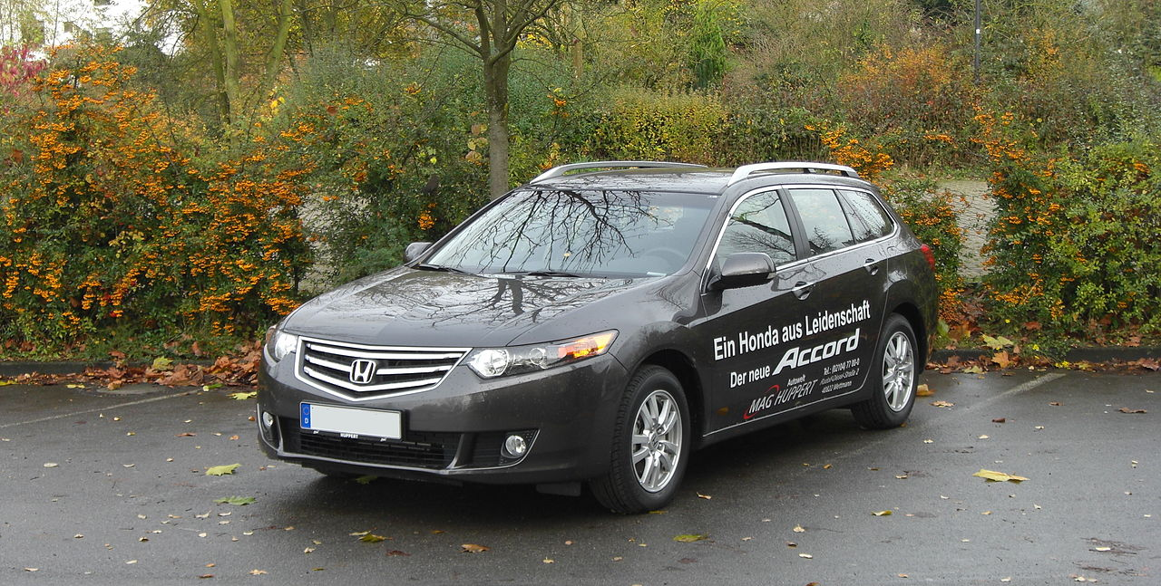 Pictures of honda accord viii tourer 2008