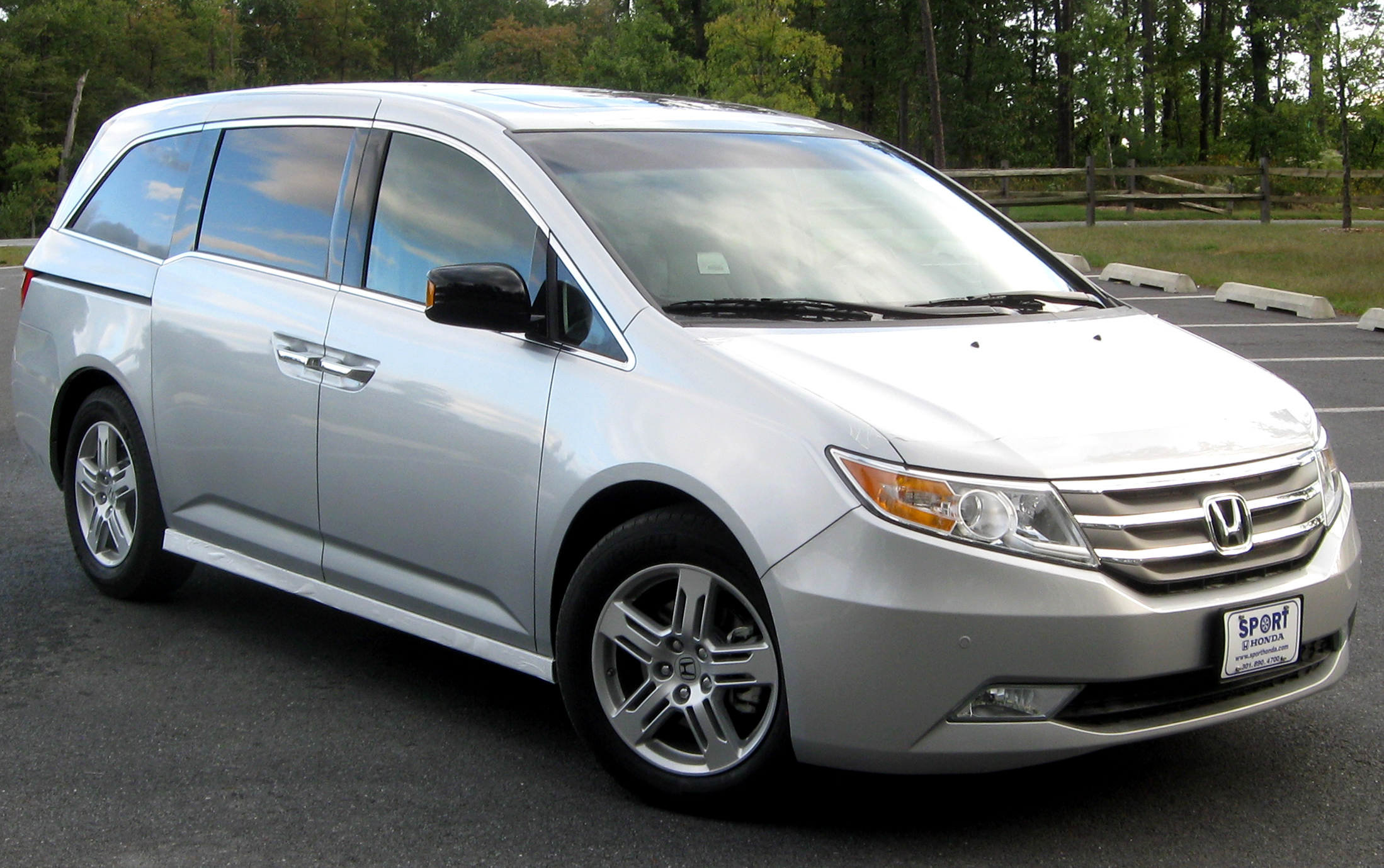 Pictures of honda odyssey iv 2012
