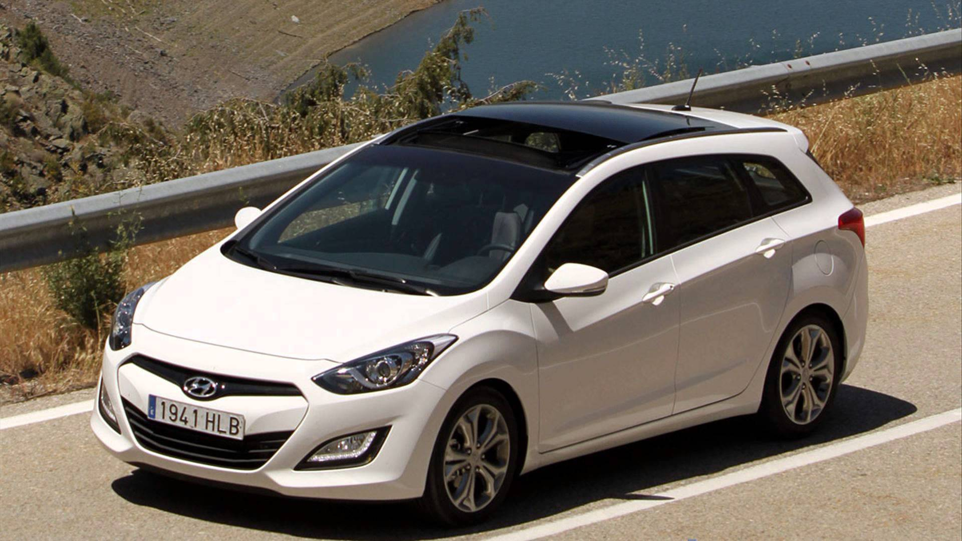 Pictures of hyundai i30cw 2016