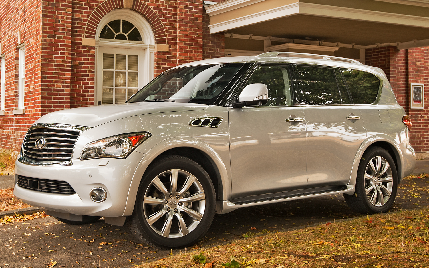 Pictures of infiniti qx56 ii 2015