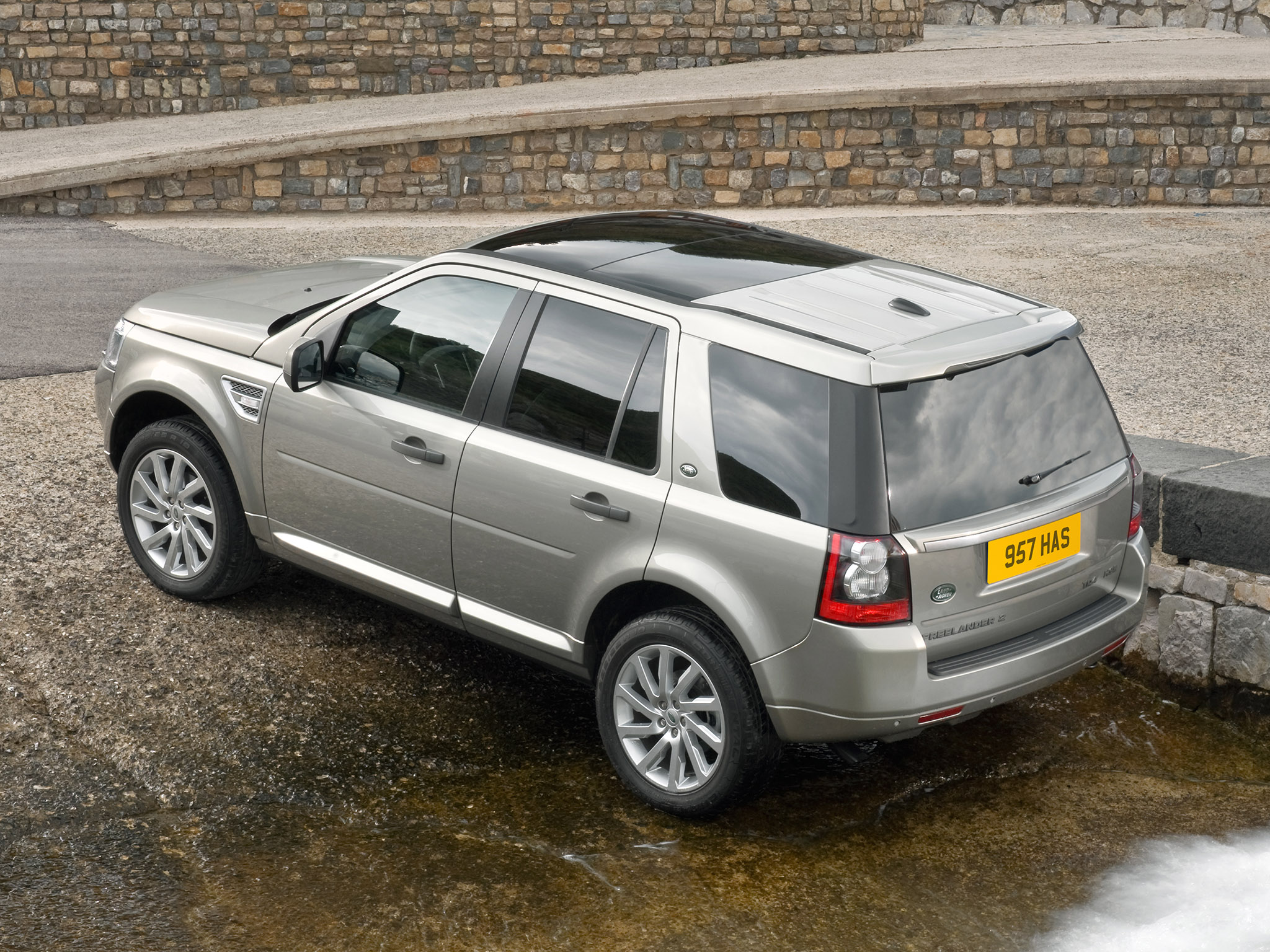 http://auto-database.com/image/pictures-of-land-rover-freelander-ii-2010-172227.jpg