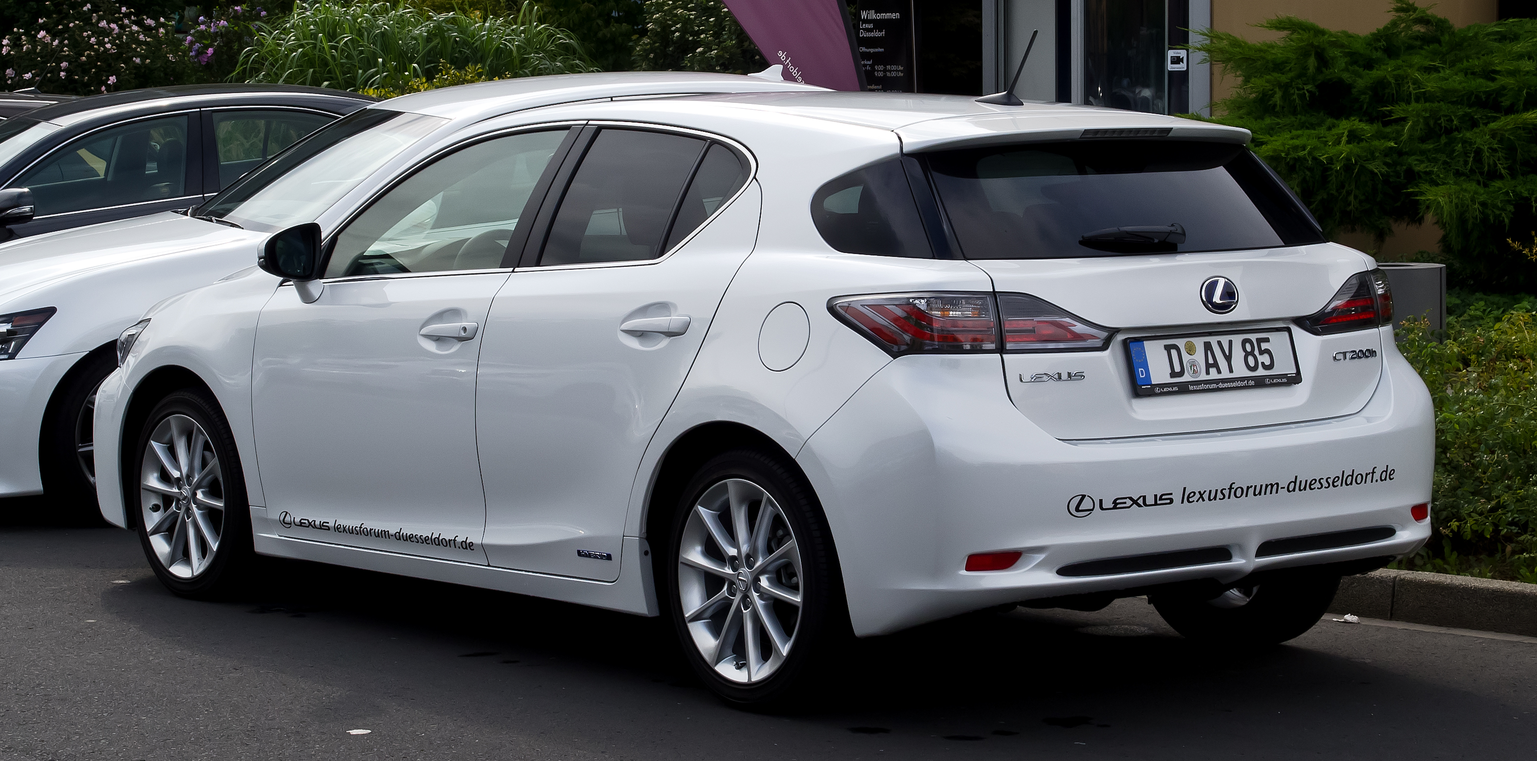 Pictures of lexus ct 200h 2012