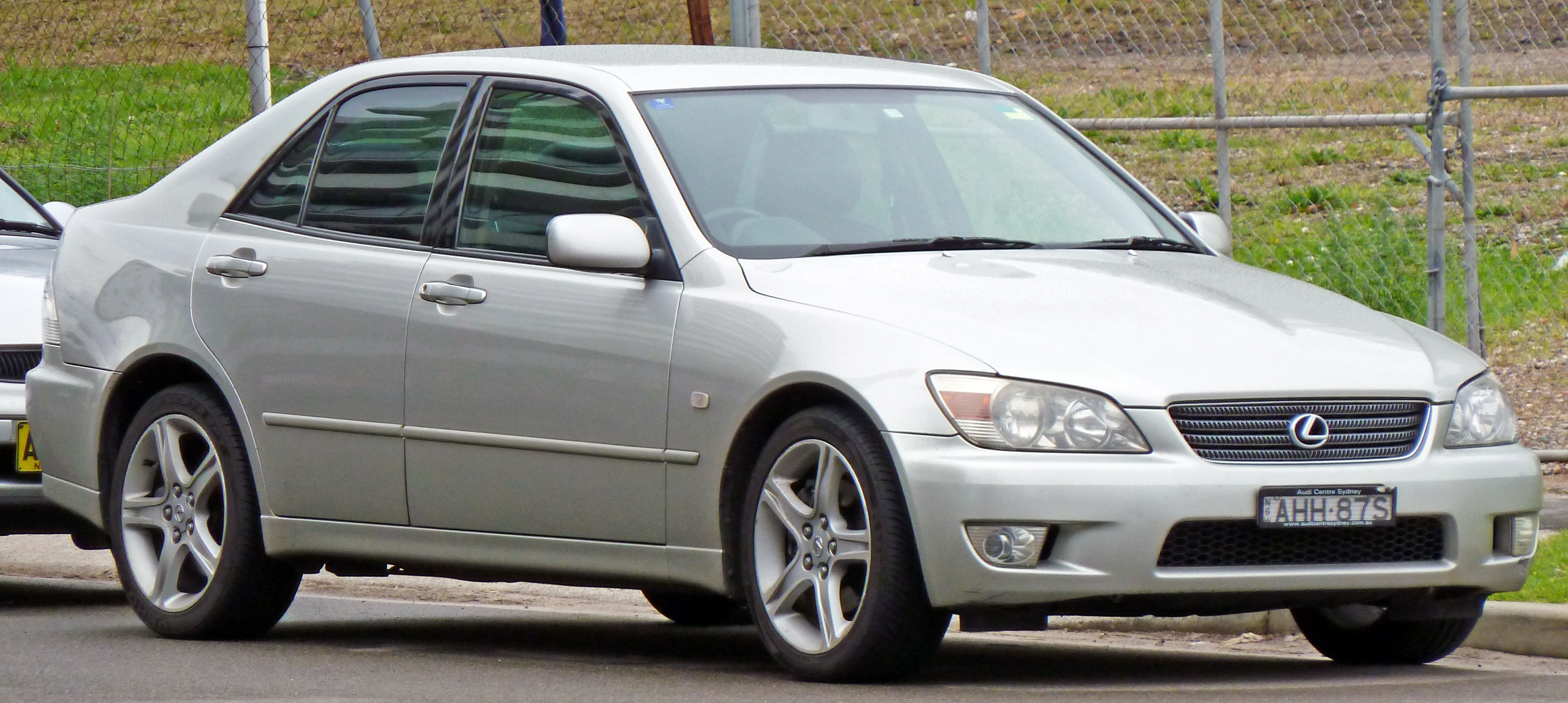 Pictures of lexus is 2002
