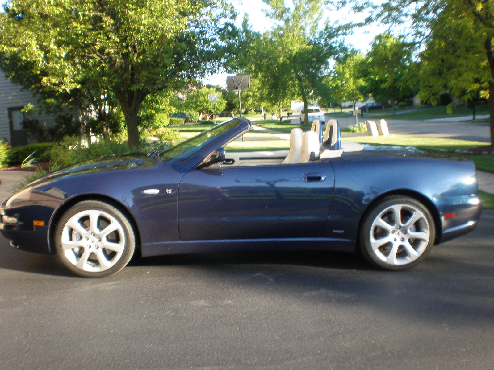 http://auto-database.com/image/pictures-of-maserati-spyder-2003-160477.jpg