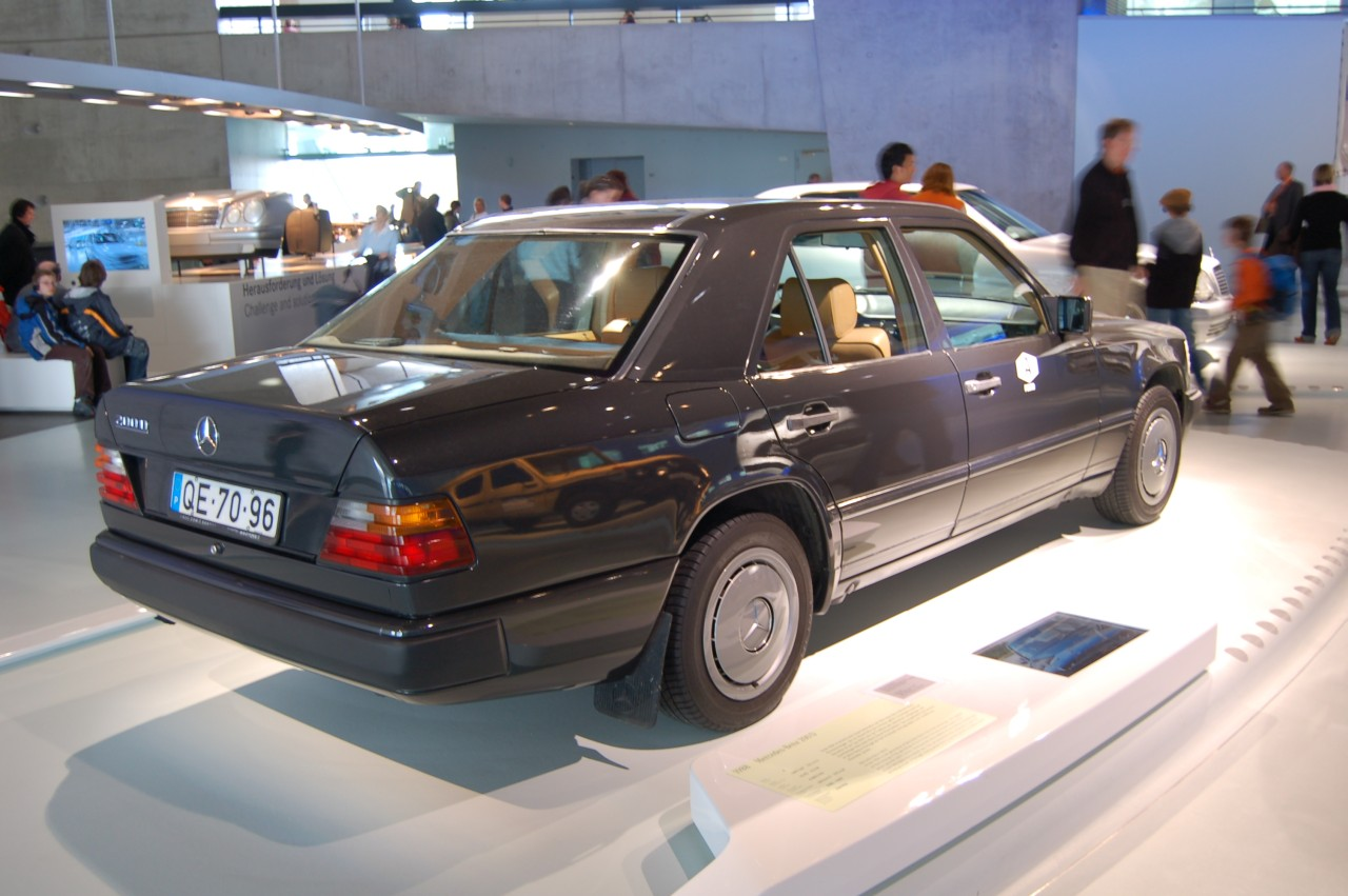 Pictures of mercedes w124 coupe 1990