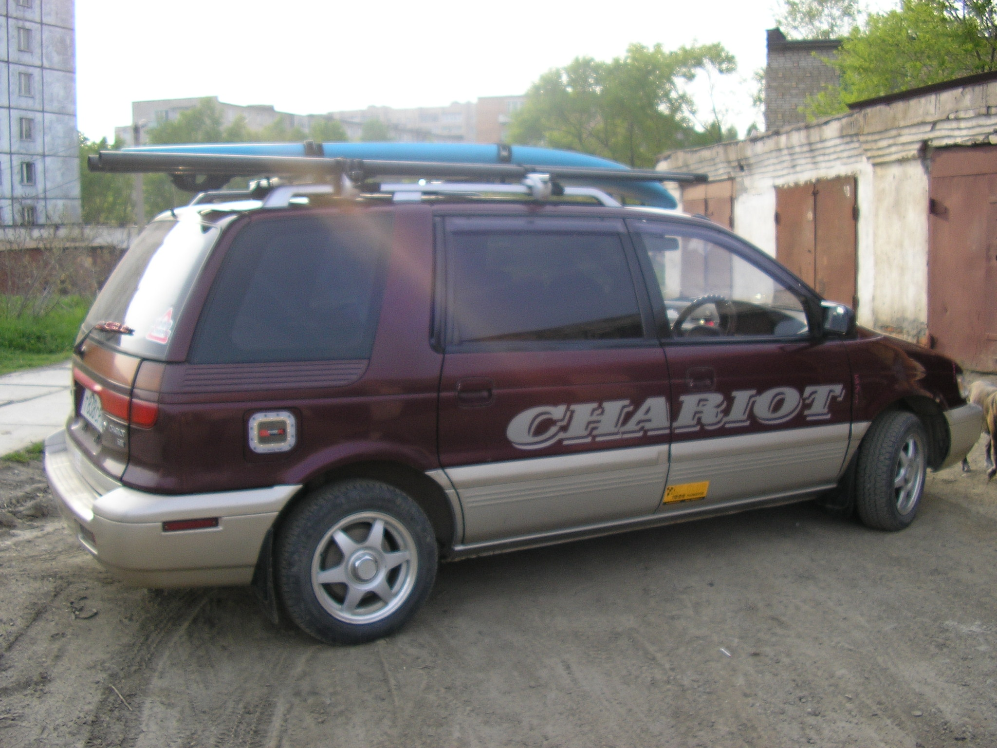 Pictures of mitsubishi chariot